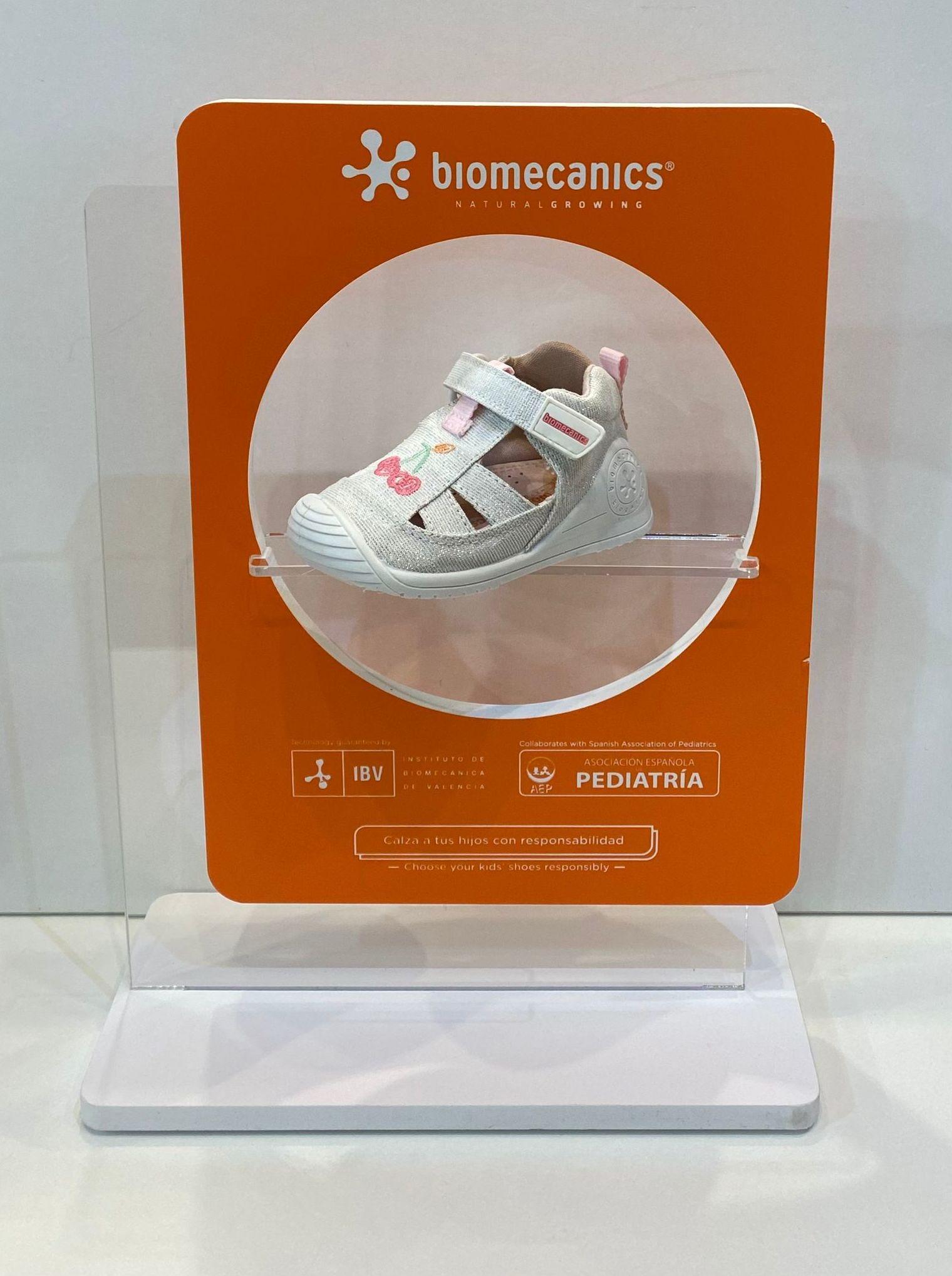 Sandàlia de nena, de la marca Biomecanics, adaptable a plantilles ortopèdiques, amb estabilitzador 35.90€