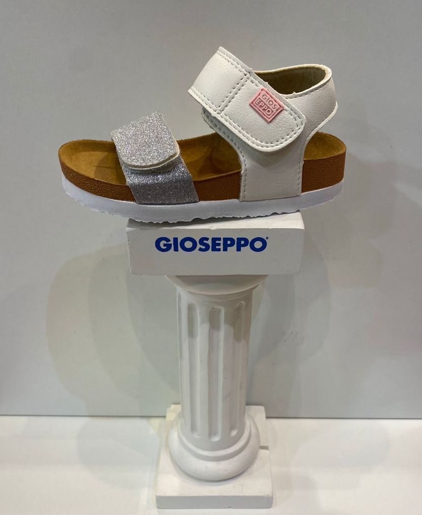 Sandàlia de nena, de la marca Gioseppo, adaptable a totes les amplades, plantilla anatòmica 24.95€