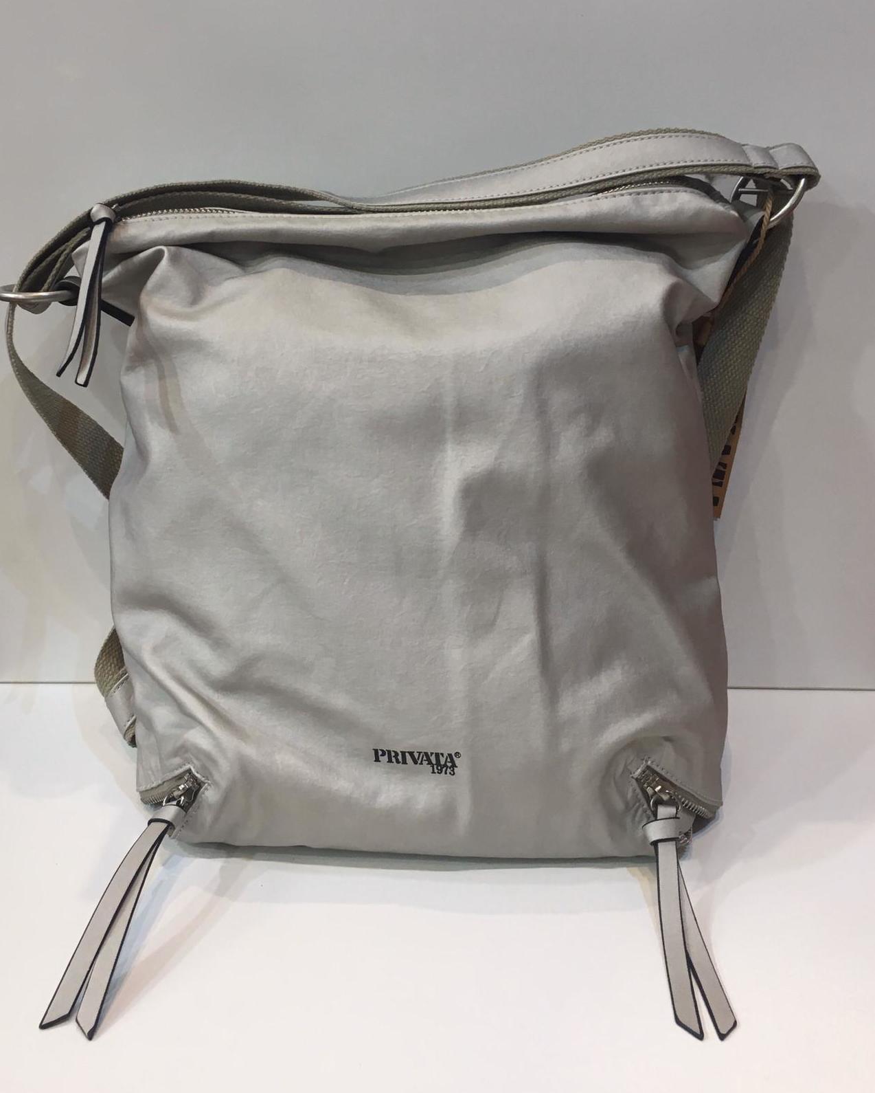 Bossa/Motxilla de la marca Privata, amb tires adaptables a bossa i a motxilla 56€
