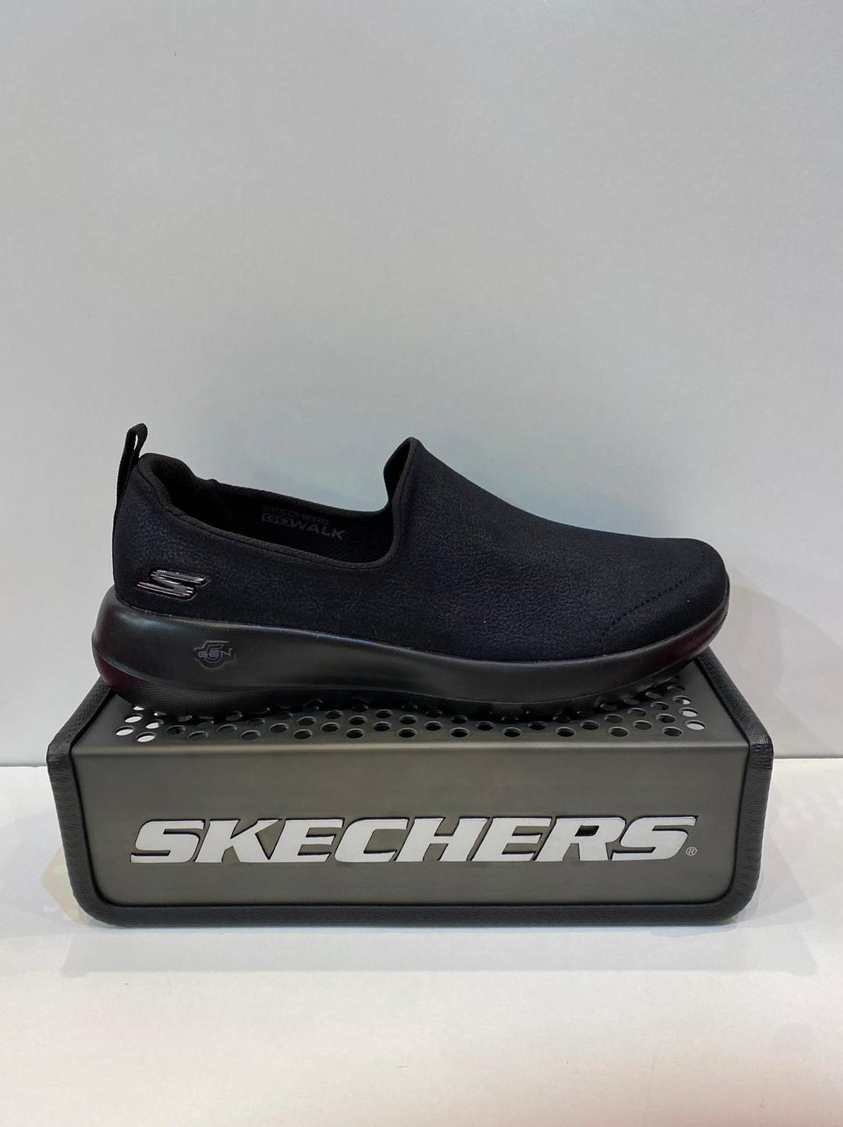 Sabata esportiva de dona, de la marca Skechers Go Walk , de roba de teflon (escup l'aigua), plantilla Goga Max, sola de resalite 5Gen 59.95€