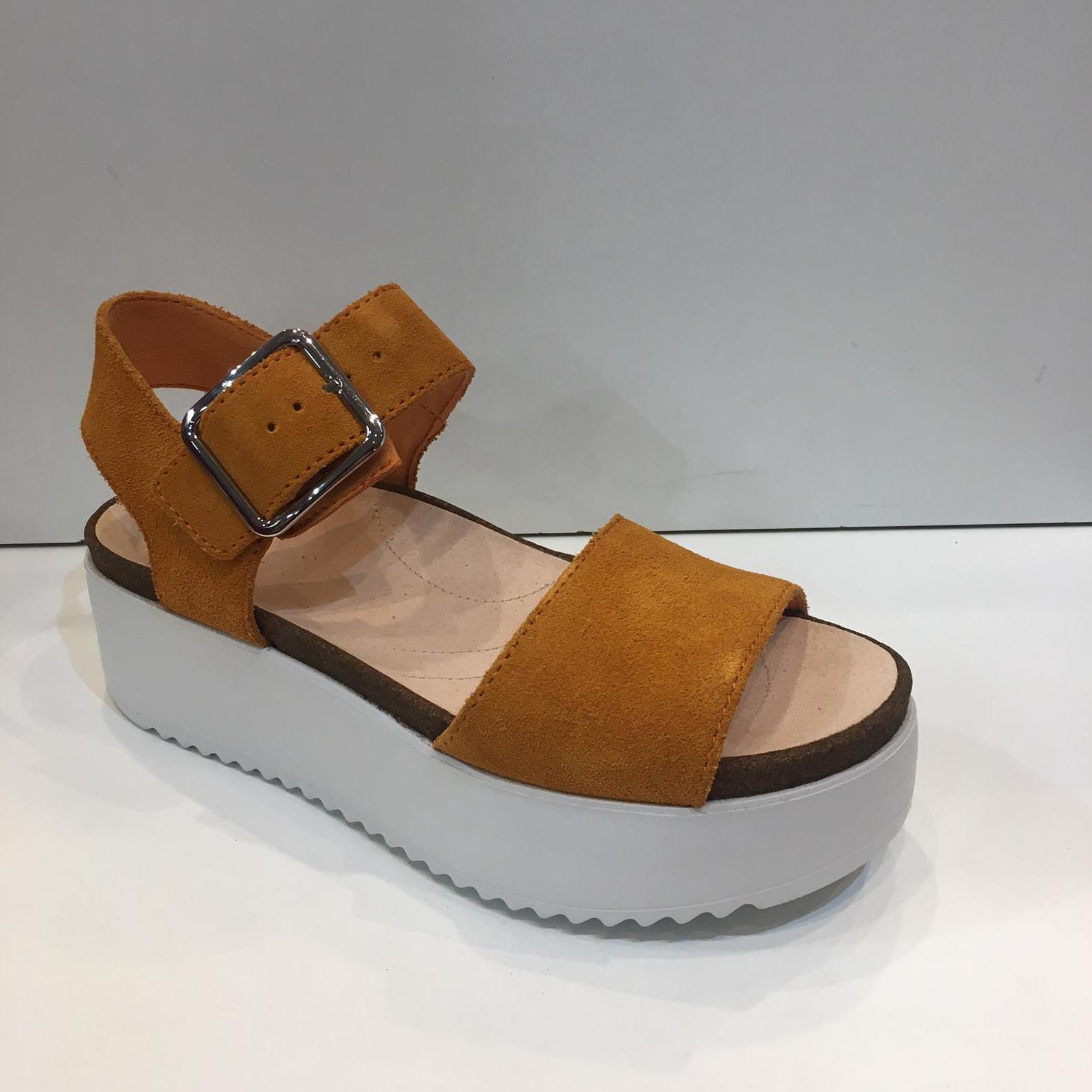 Sandàlia de dona, de la marca Clarks, de pell, plantilla de viscoelàstica, plataforma de 5 centímetres 99.95€