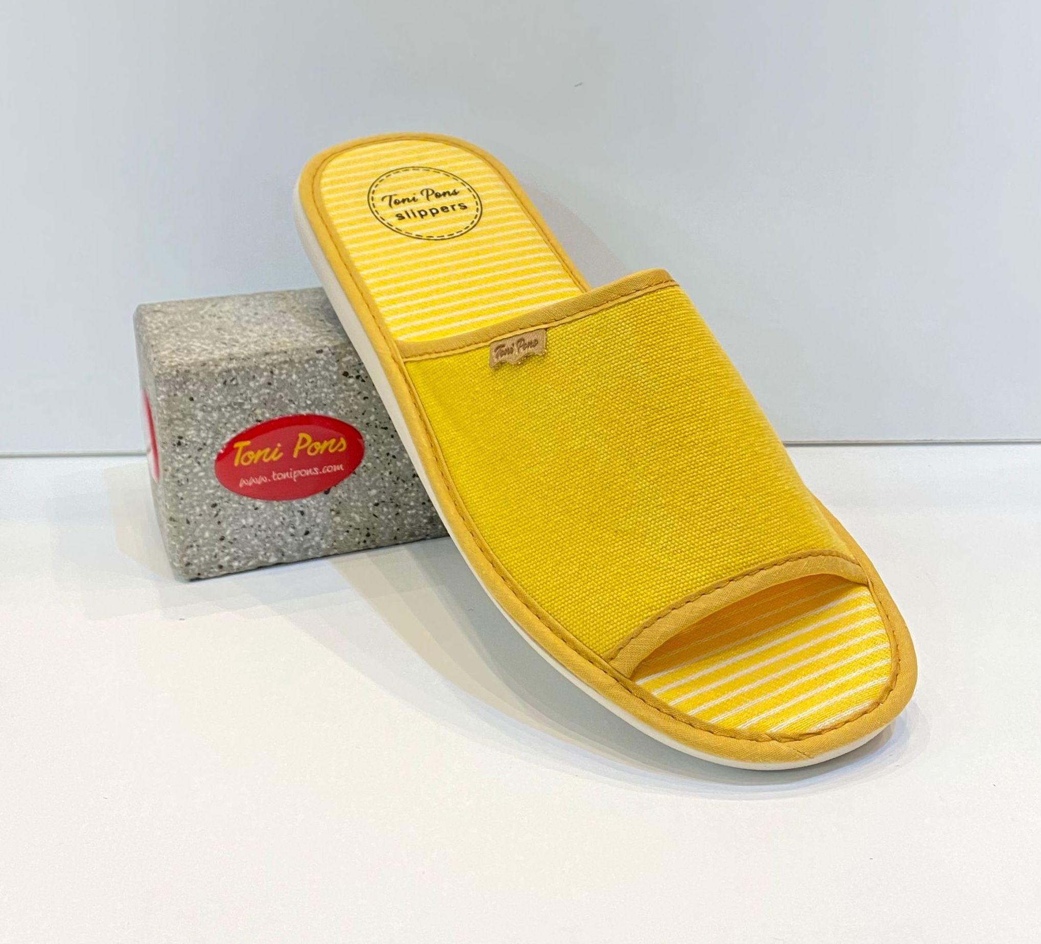 Espardenya de dona, de la marca Toni Pons, 100% cotó, amb sola de microporós especial parquet 27€ www.calzadosllinas.es