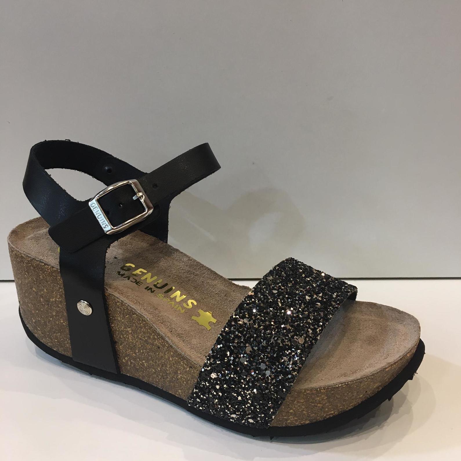 Sandàlia de la marca Genuins,de pell, plantilla encoixinada, i tira de glitter, sola de suro premsat 45€