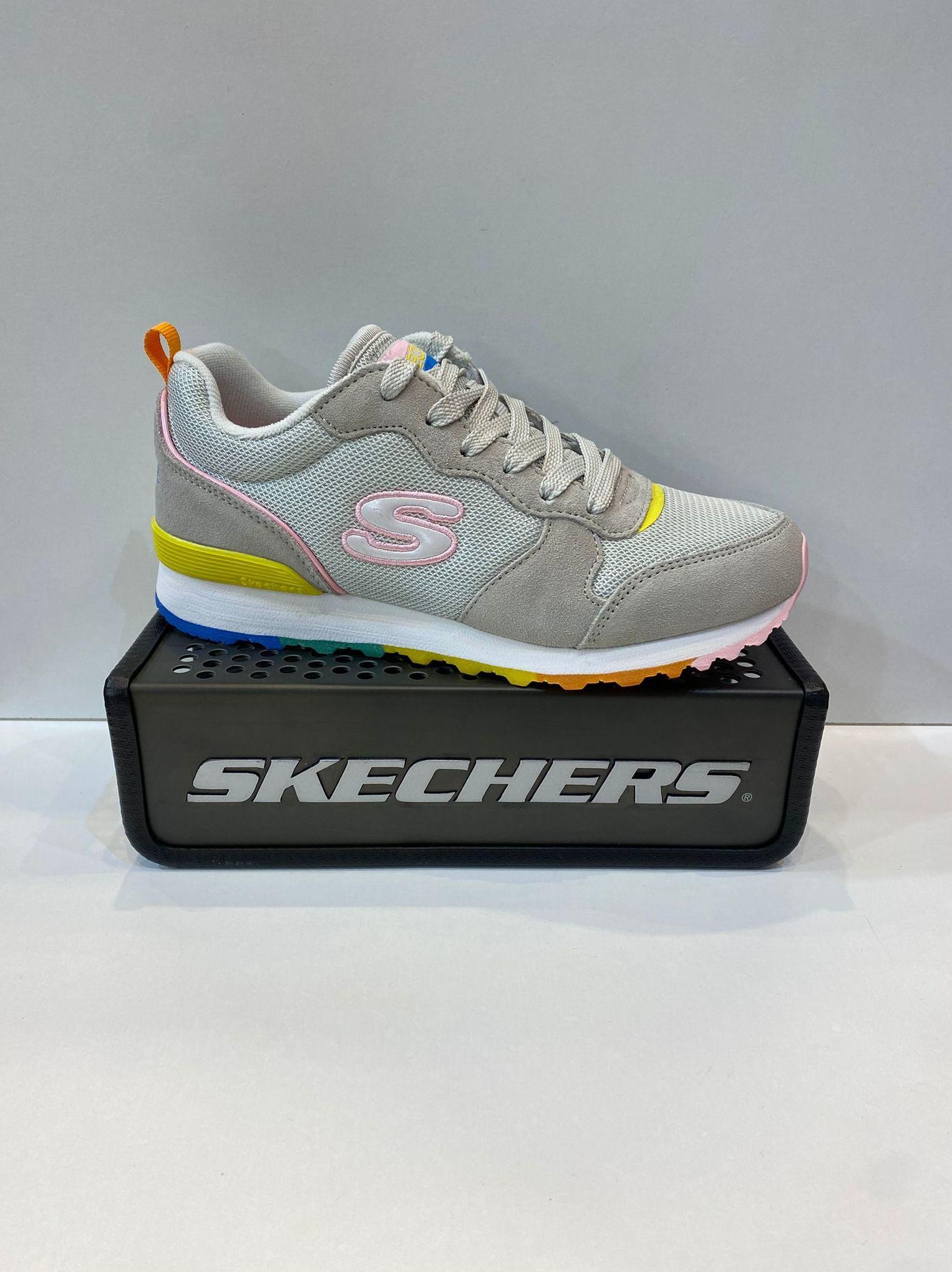Sabata esportiva de dona, de la marca Skechers, plantilla extraible Air-Cooled Memory Foam, adaptable a plantilles ortopèdiques, sola de resalite combinada amb goma 64.95€