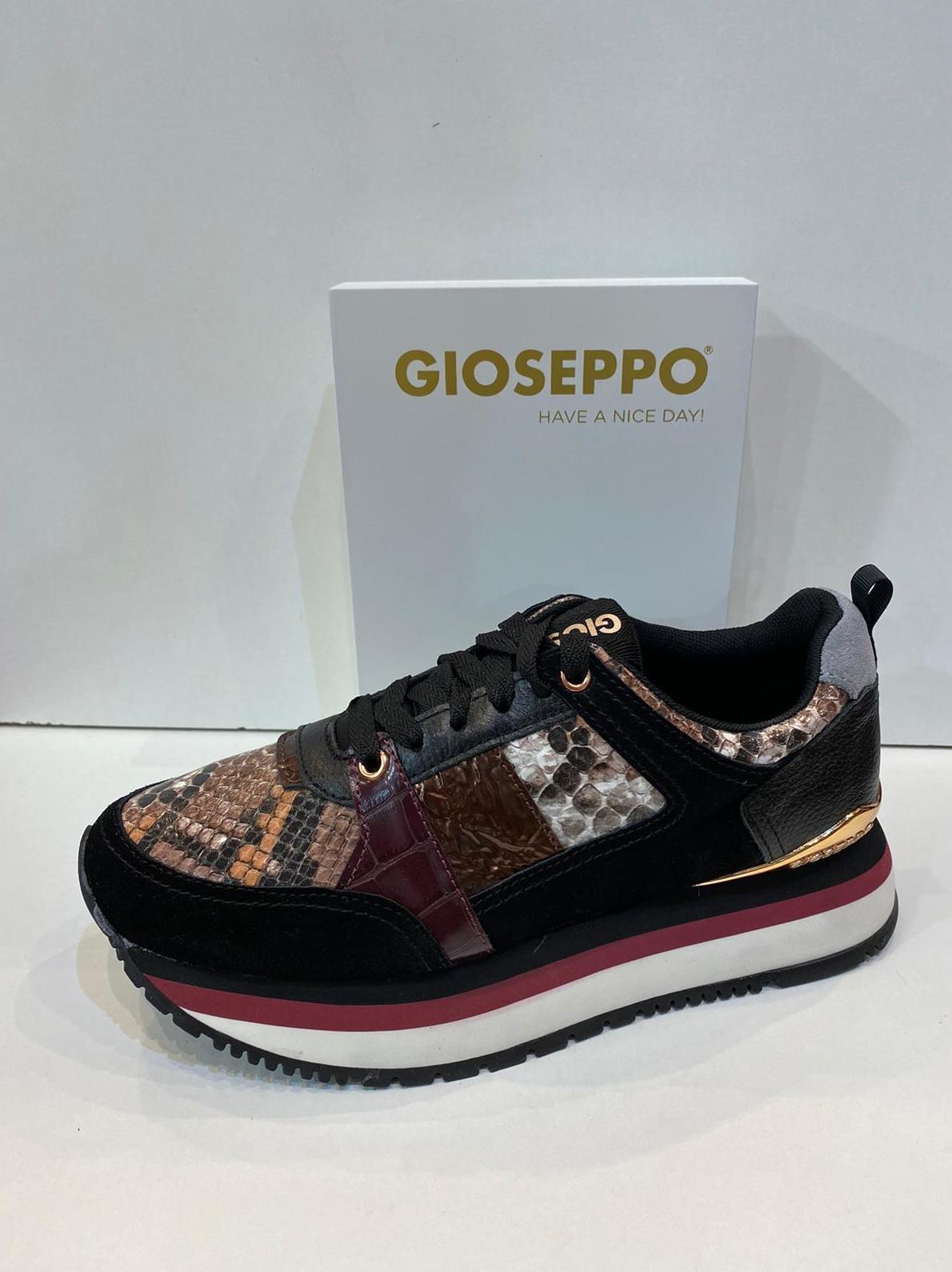 Blucher de dona, de la marca Gioseppo, amb sola de 3 cm 64.95€