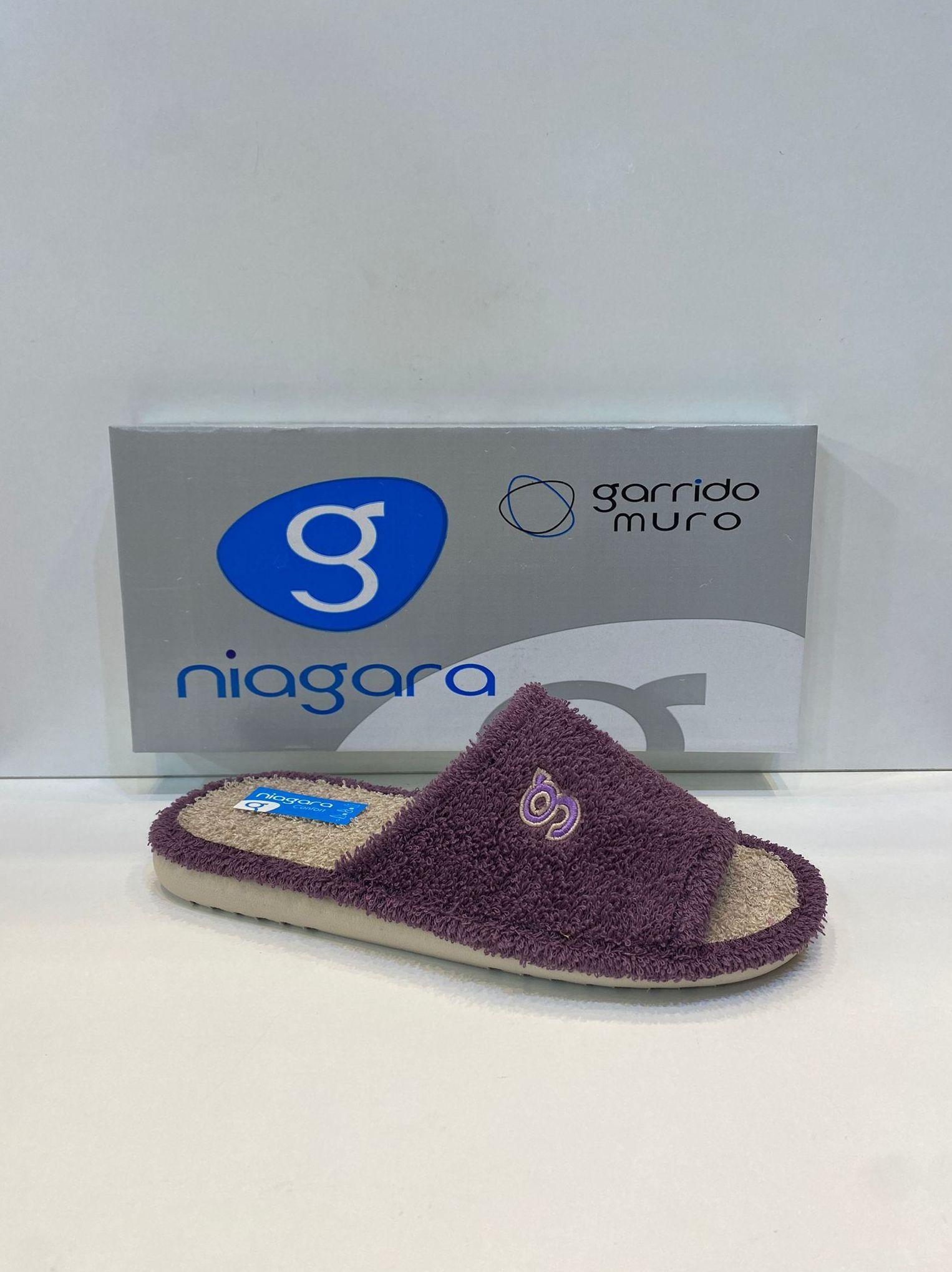 Espardenya de dona, de la marca Niagara, de tovallola, amb sola de microporós especial parquet 20€ www.calzadosllinas.es