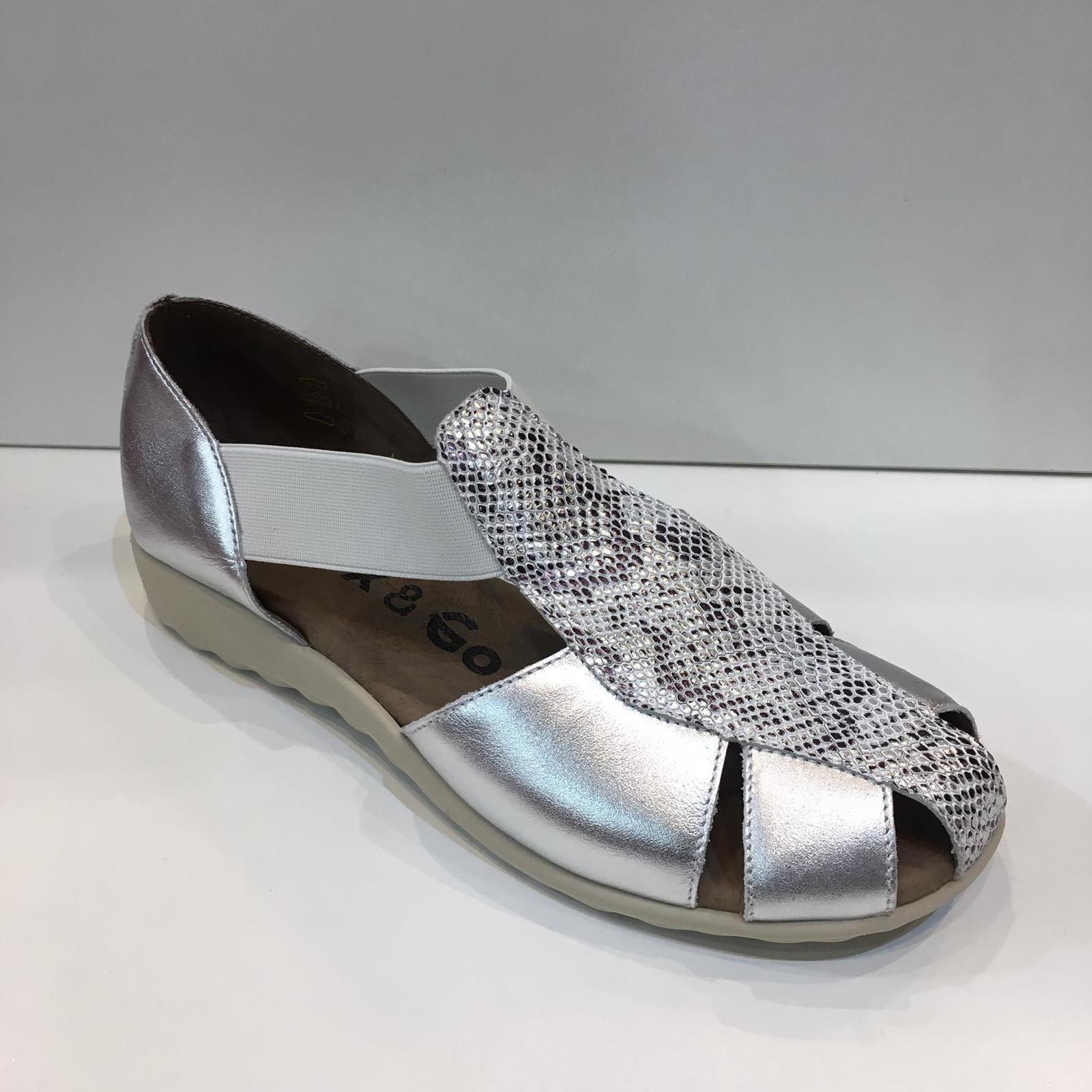 Sandàlia tapada de dona, de la marca Flex&Go, ample especial amb elàstics laterals que adapten a totes les alçades de pont, amb plantilla encoixinada amb làtex i sola de goma antilliscant 56.50€