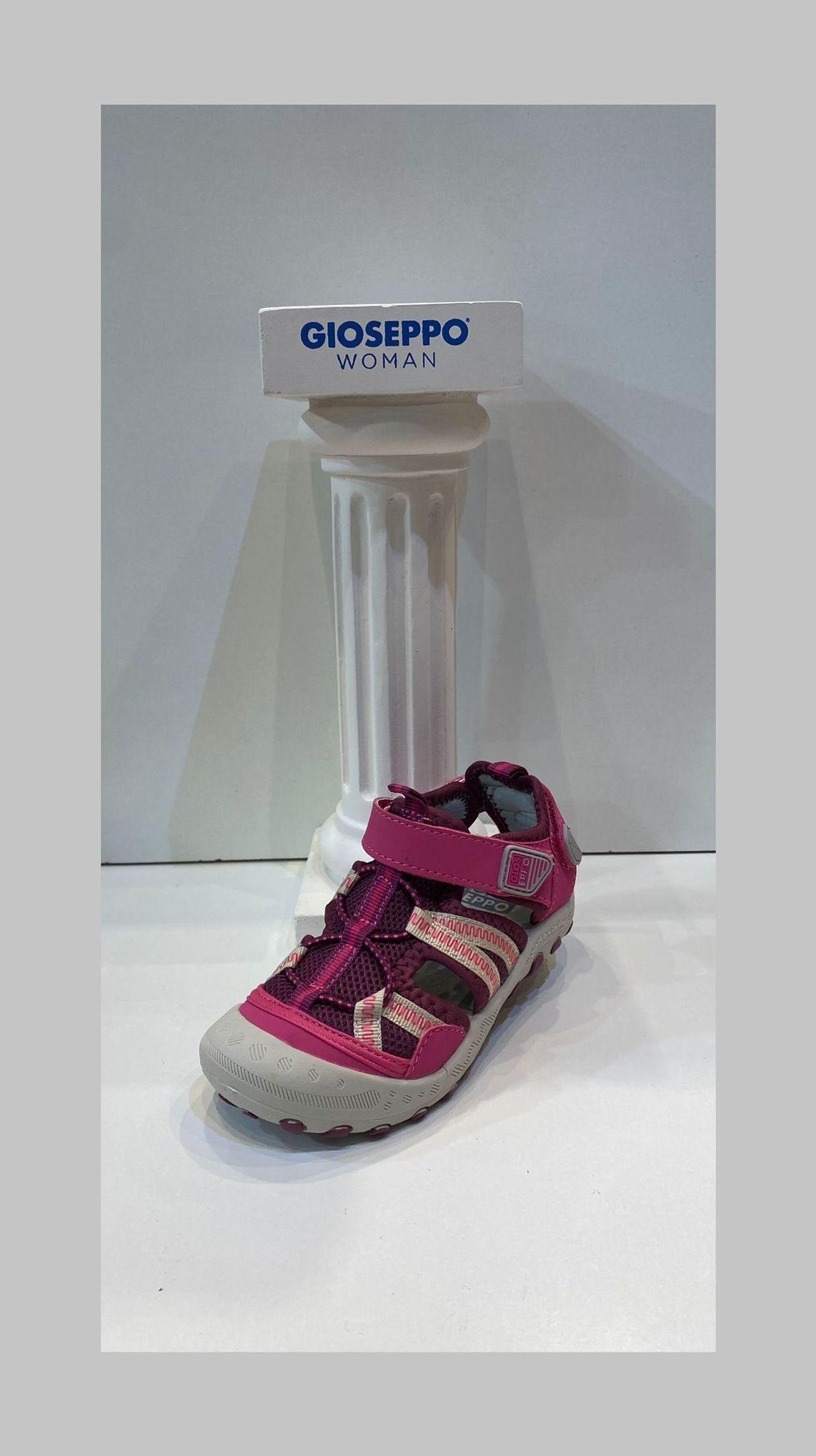 Sandàlia de nena, de la marca Gioseppo, apte per a caminar i mullar 29.95€
