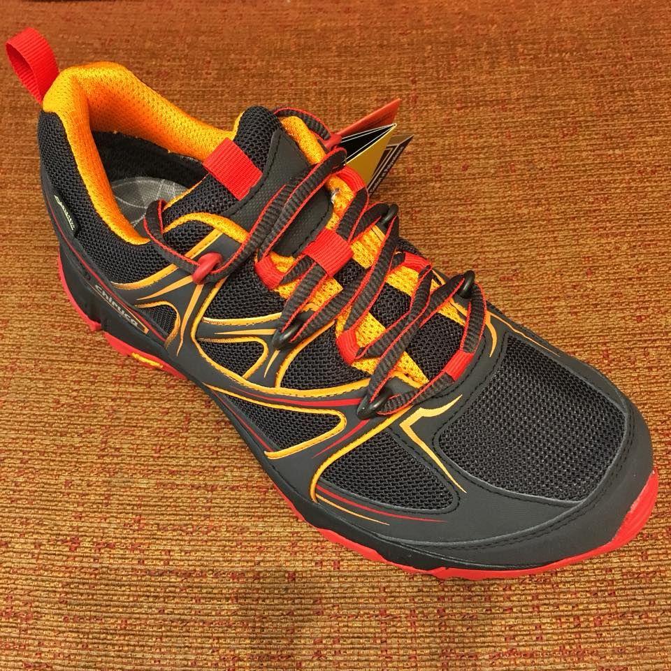 Zapato deportivo de la marca Chiruca: Servicios de Calçats Llinàs