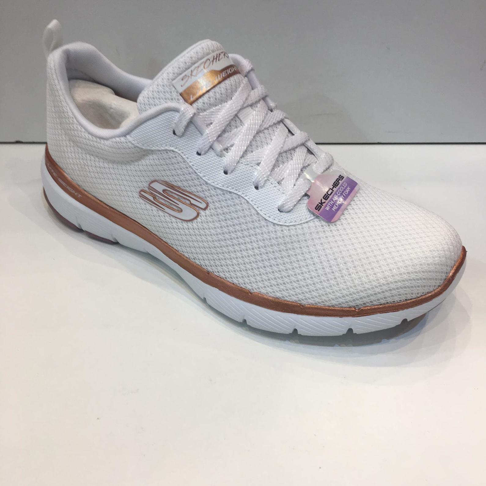 Sabata esportiva de dona, de la marca Skechers, plantilla Air-cooled Memory Foam, sola de resalite Lite-Weiight 59.95€