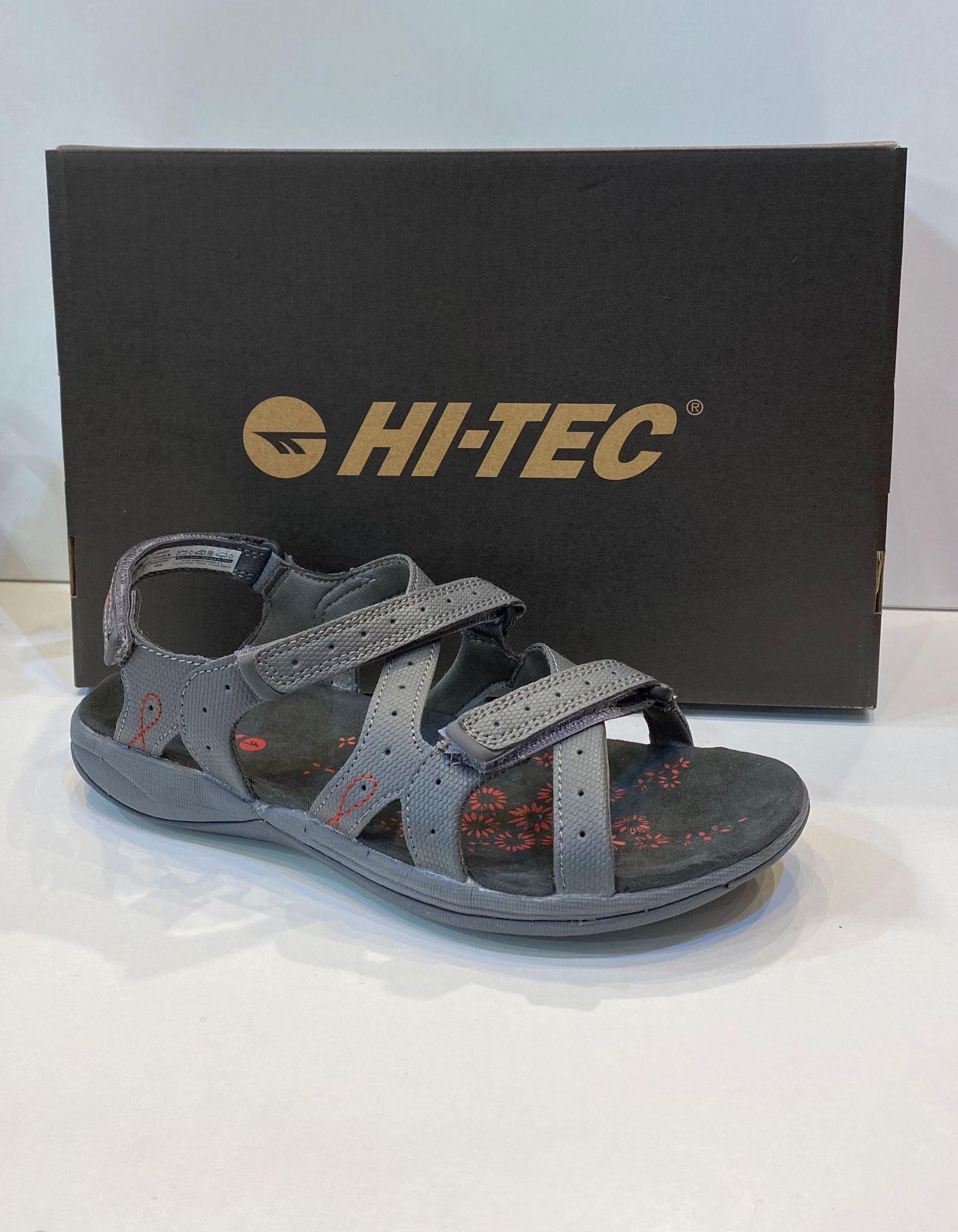 Sandàlia de dona, de la marca  Hi-Tec, ideals per a caminar i mullar 44€