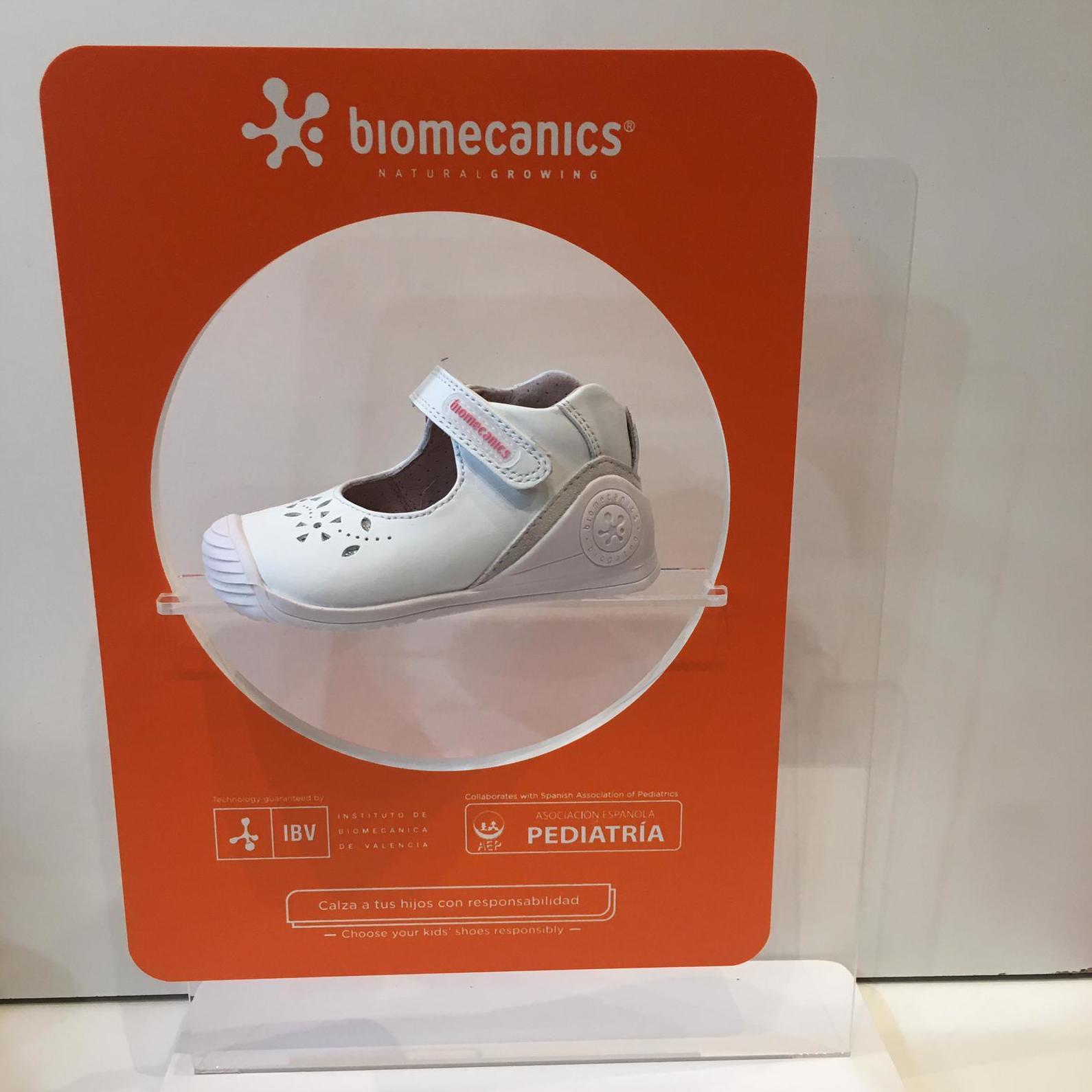 Merceditas de mainada de la marca Biomecanics, gamma biogateo, de pell, contrafort ideal per a no regirar-se els turmells, sola ideal per a caminar i gatejar 46.90€