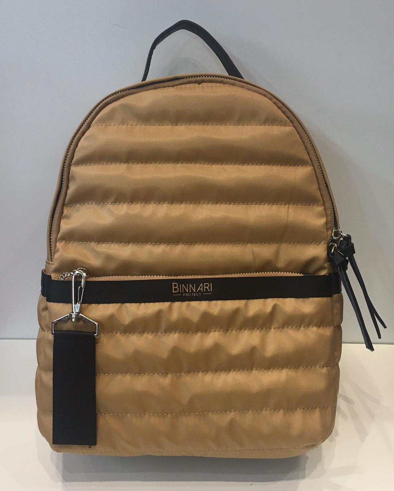 Motxilla de la marca Binnari 42€ — a La Bisbal.