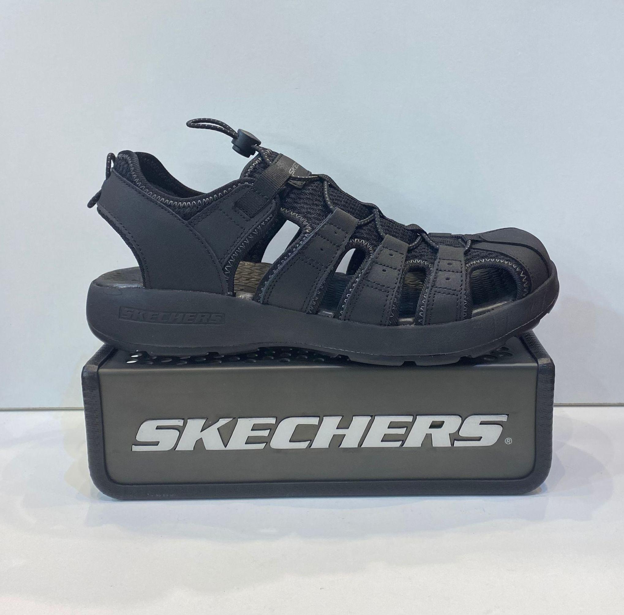 Sandàlia elàstica d'home, de la marca Skechers, ample especial, plantilla de resalite, i sola combinada de resalite i goma antilliscant 59.95€ www.calzadosllinas.es
