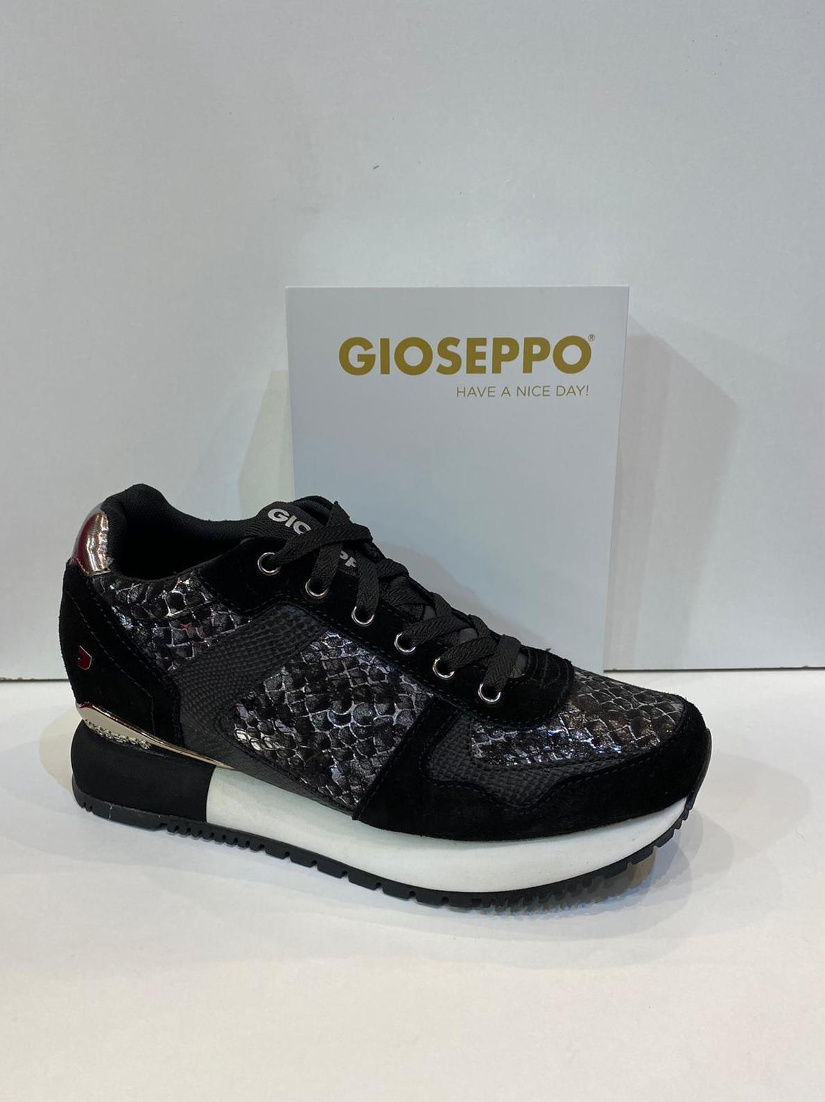 Blucher de dona, de la marca Gioseppo, amb 3cm de taló interior 64.95€