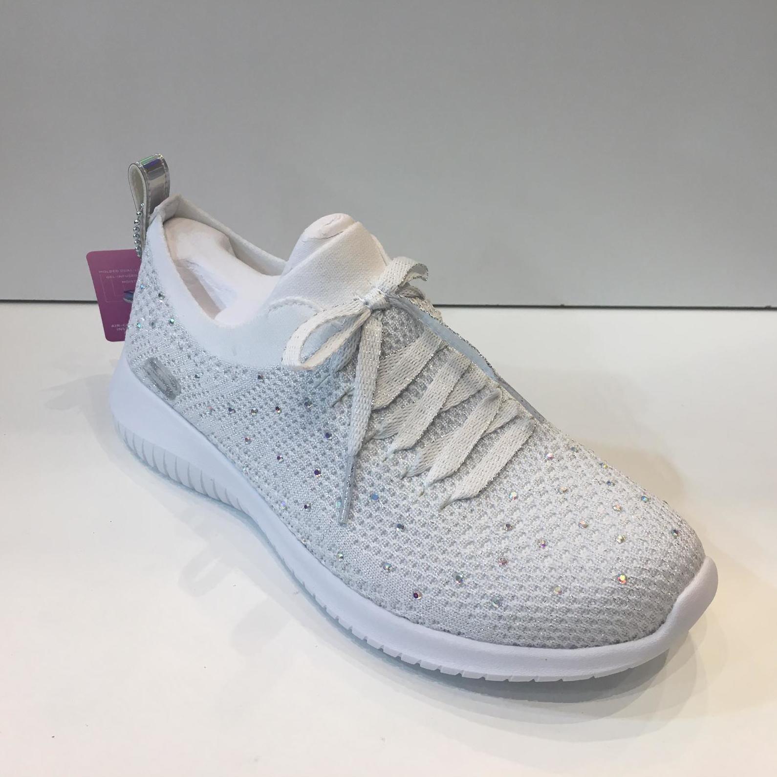 Sabata esportiva de dona, de la marca Skechers, amb plantilla Air-Cooled Memory Foam i sola de resalite 69.95€