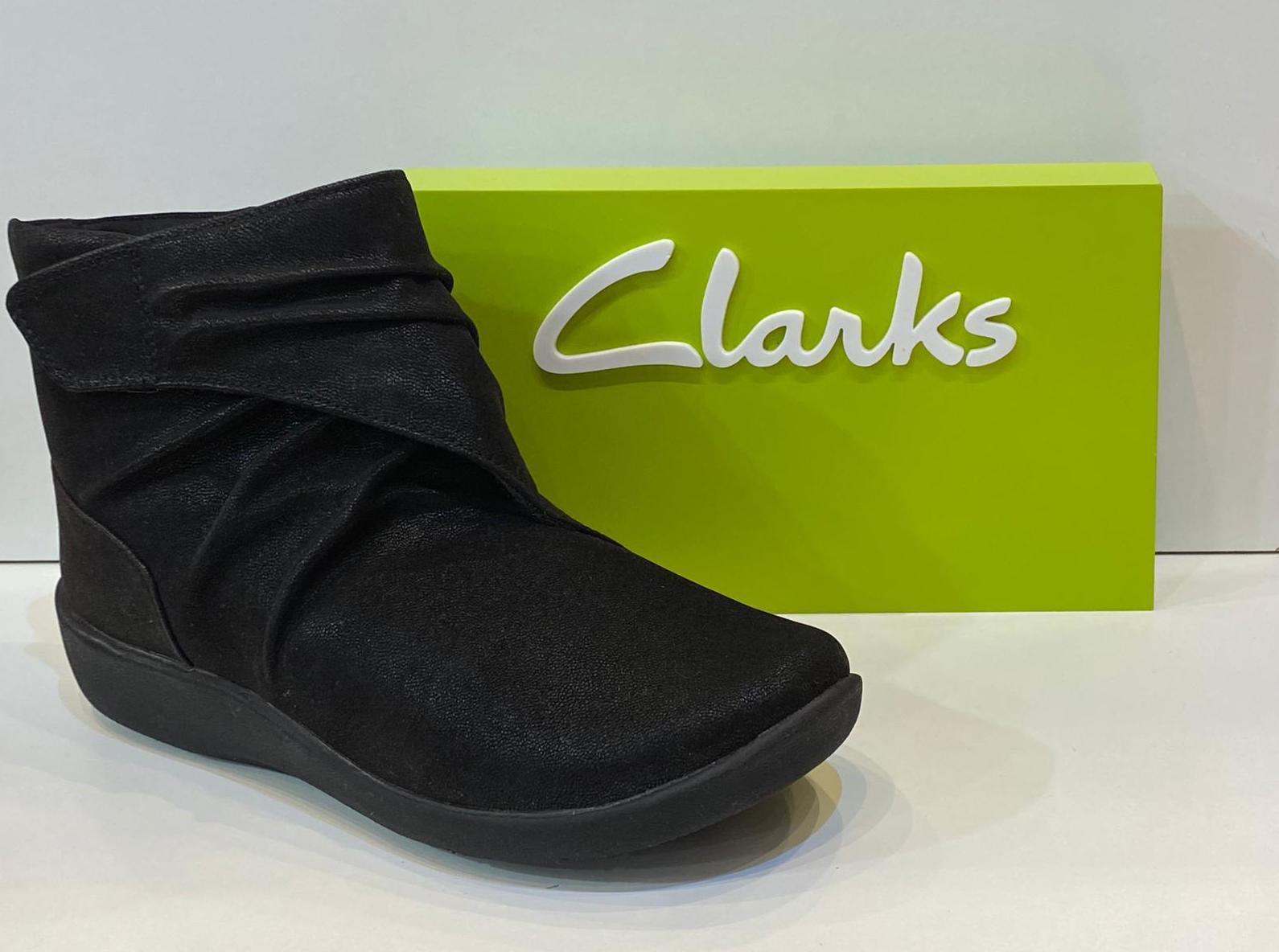 Botí de dona, de la marca Clarks, de roba de teflón, escup l'aigua, sola de resalite i plantilla de viscoelàstica, adaptable a plantilles ortopèdiques, extremadament còmodes 79.95€