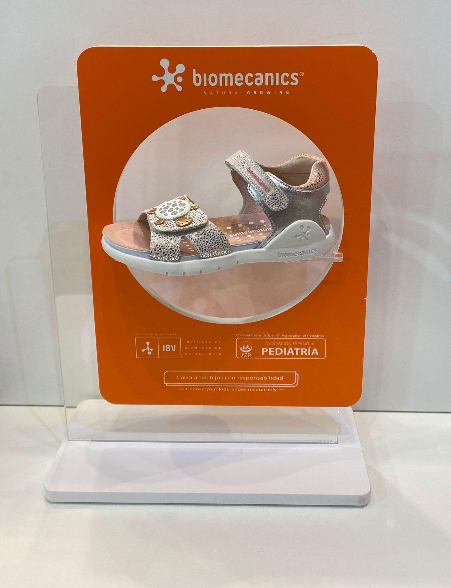 Sandàlia de nena, de la marca Biomecanics, adaptable a totes les amplades, sola de goma amb estabilitzador 49.90€