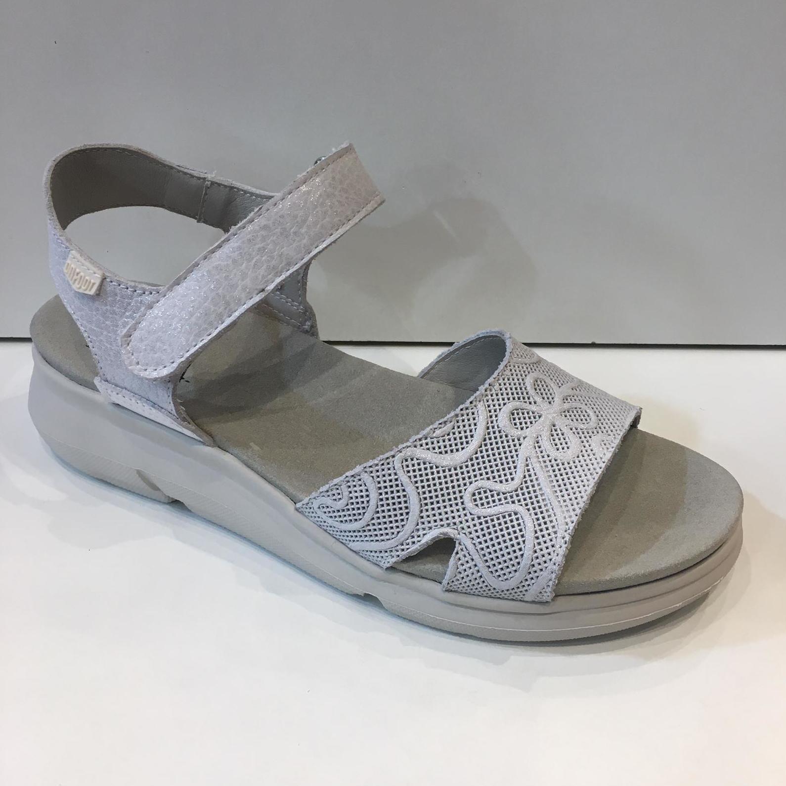 Sandàlia de dona de la marca On Foot, anatòmiques amb sola de politilé 68€