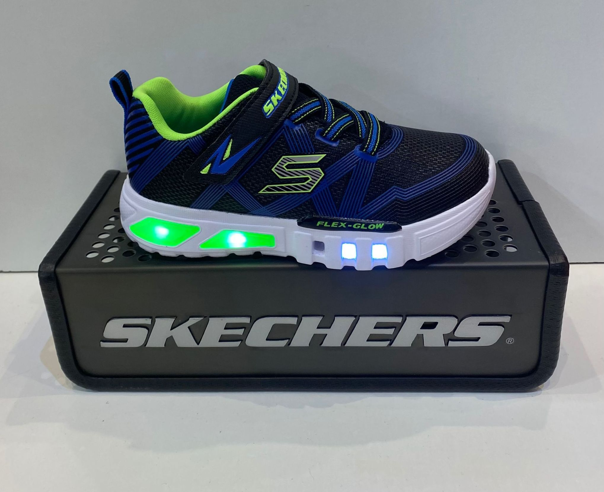 Sabata esportiva de nen, de la marca Skechers, amb sola Flex-Glow, amb llums i puntera reforçada 49.95€