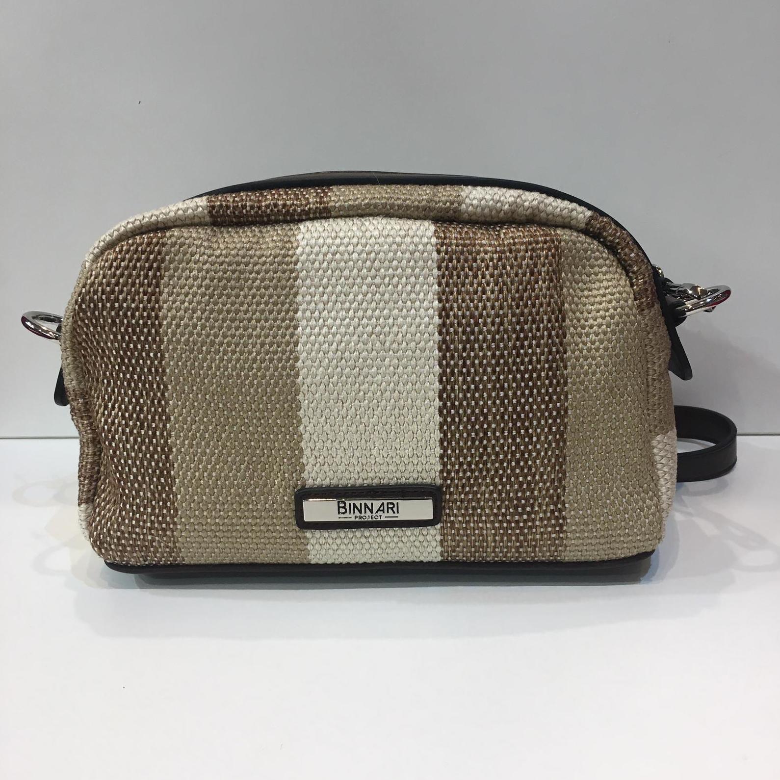 Bossa de la marca Binnari, de mida petita, de saca, amb tira llarga per creuar adaptable a totes les mides 35€