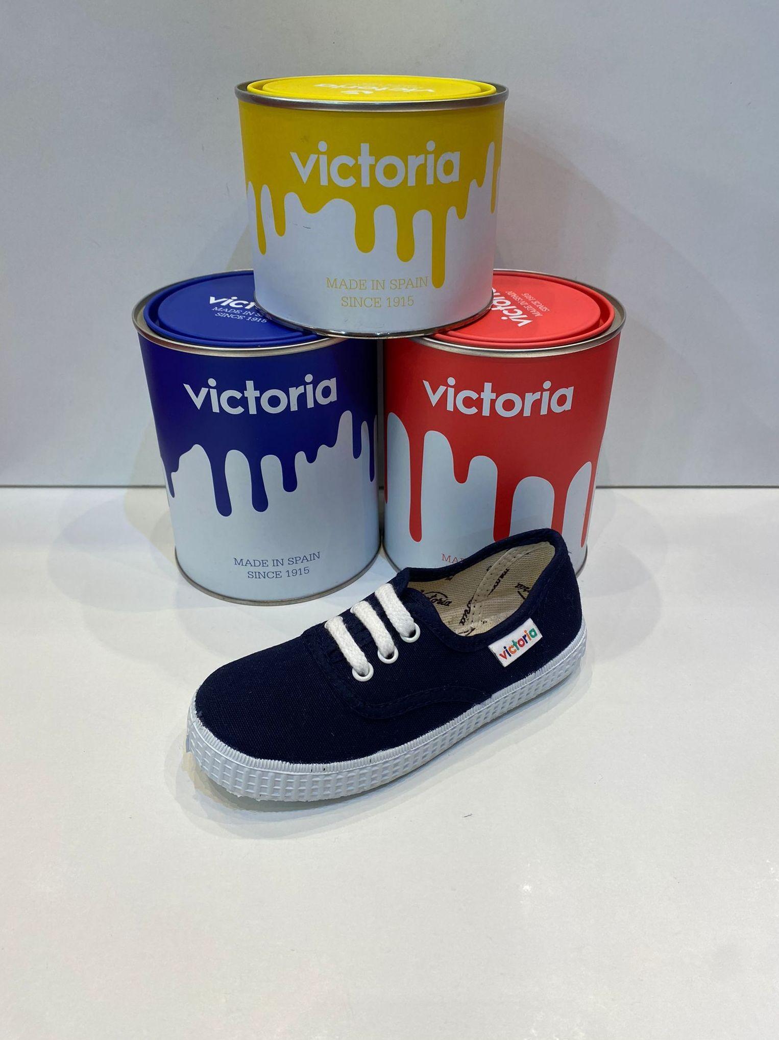 Loneta de la marca Victoria, amb cordons 24€ www.calzadosllinas.es