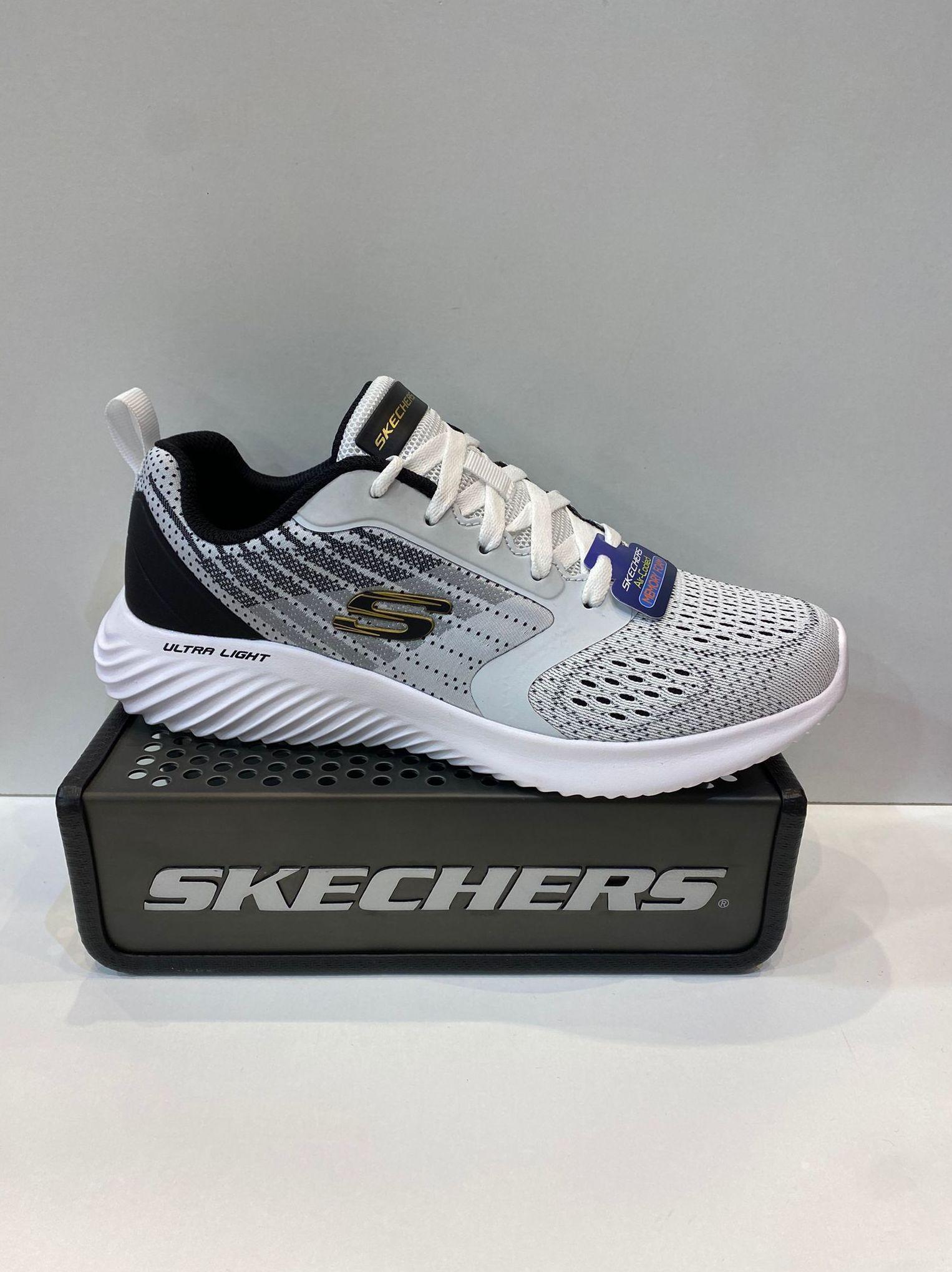 Sabata esportiva d'home, de la marca Skechers, ample especial, plantilla extraible Air-Cooled Memory Foam, sola Ultra Light 69.95€