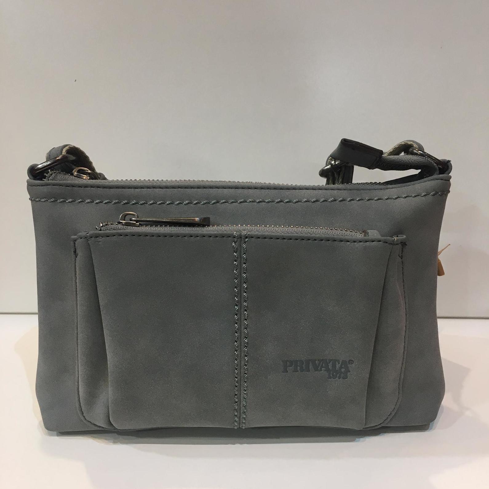 Bossa de la marca Privata, de mida petita, amb tira llarga adaptable a totes les mides 46€