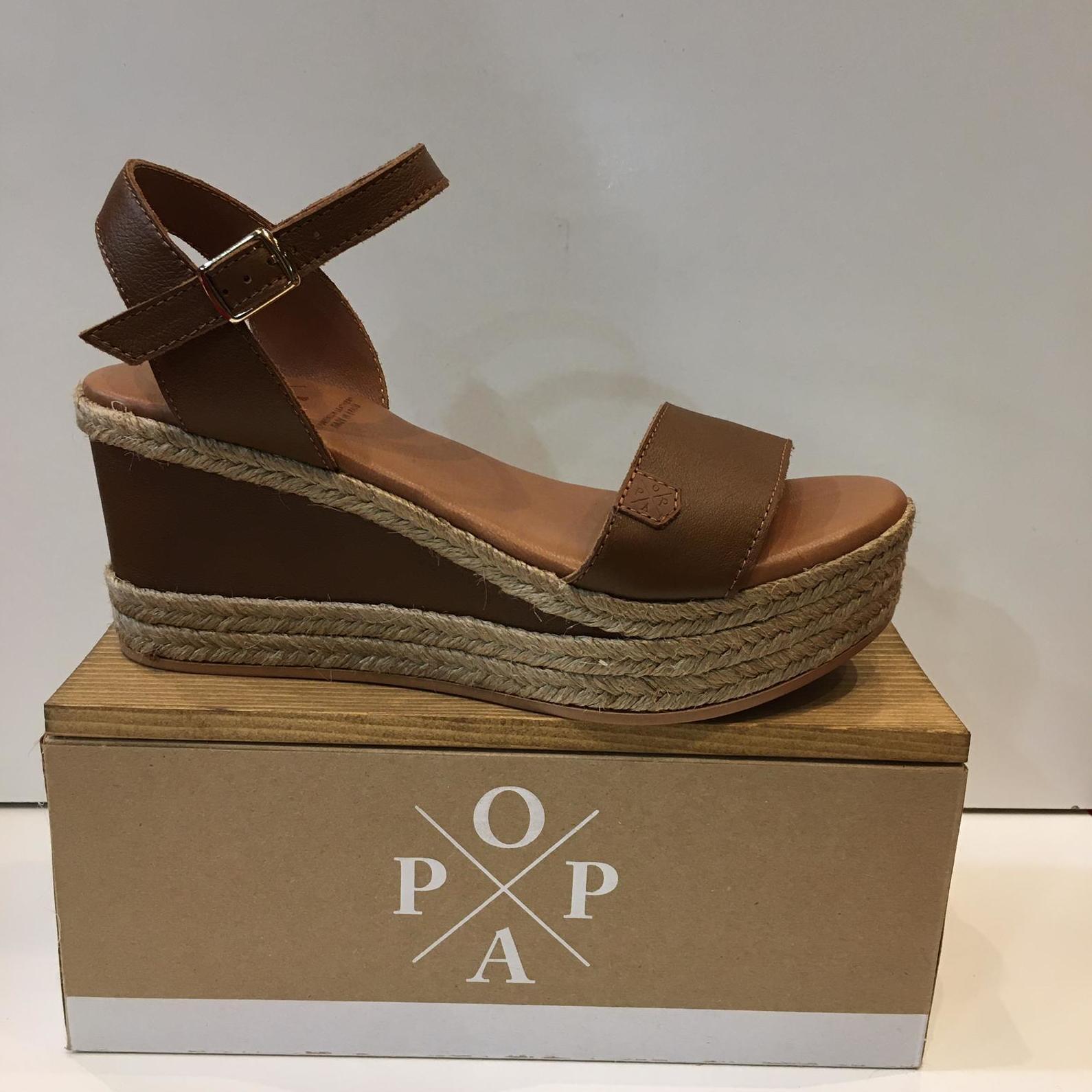 Sandàlies de dona, de la marca Popa, de pell amb plantilla de làtex i sola de poliouretà 65.95€