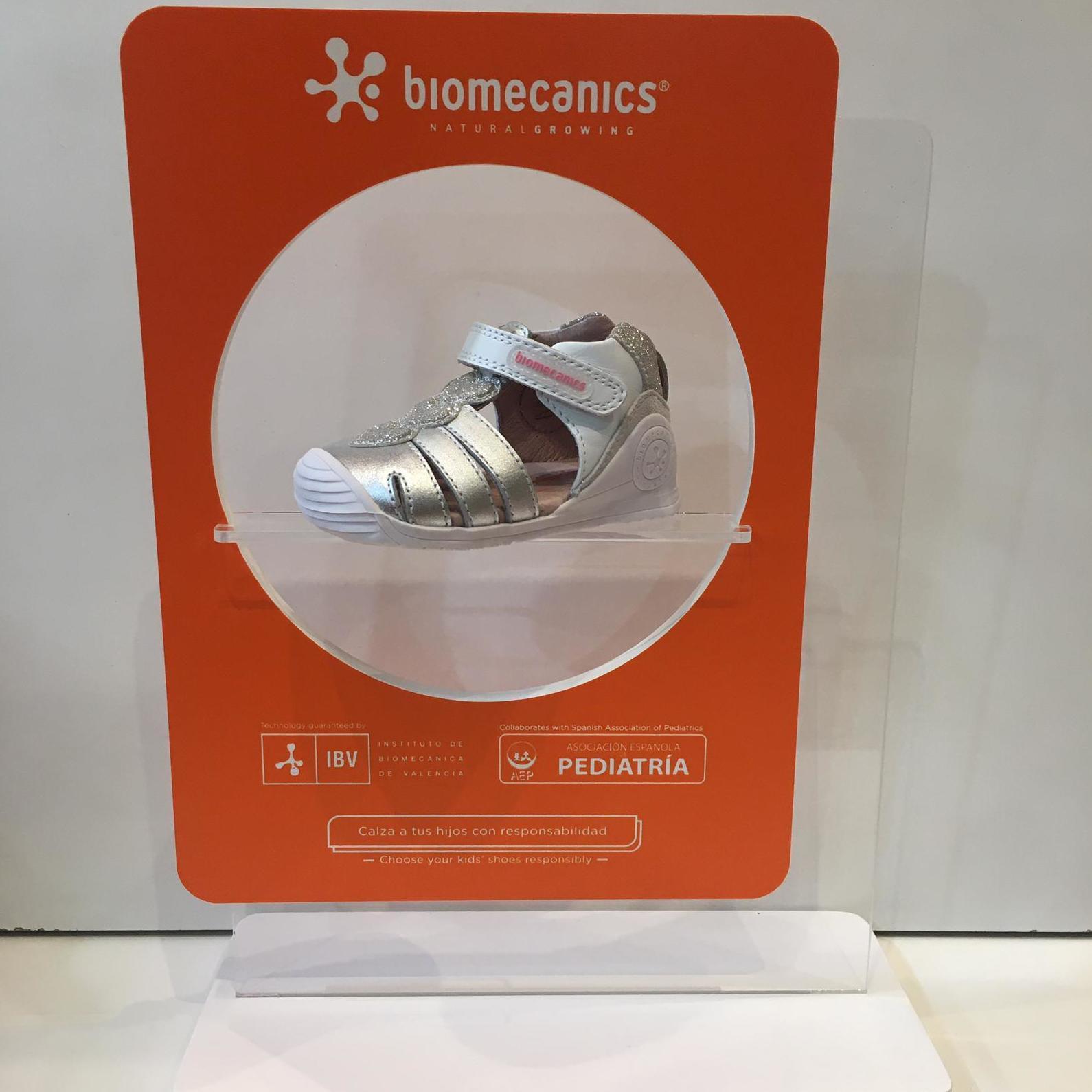 Sandàlia de mainada de la marca Biomecanics, gamma biogateo, de pell, contrafort ideal per a no regirar-se els turmells, sola ideal per a caminar i gatejar 48.90€