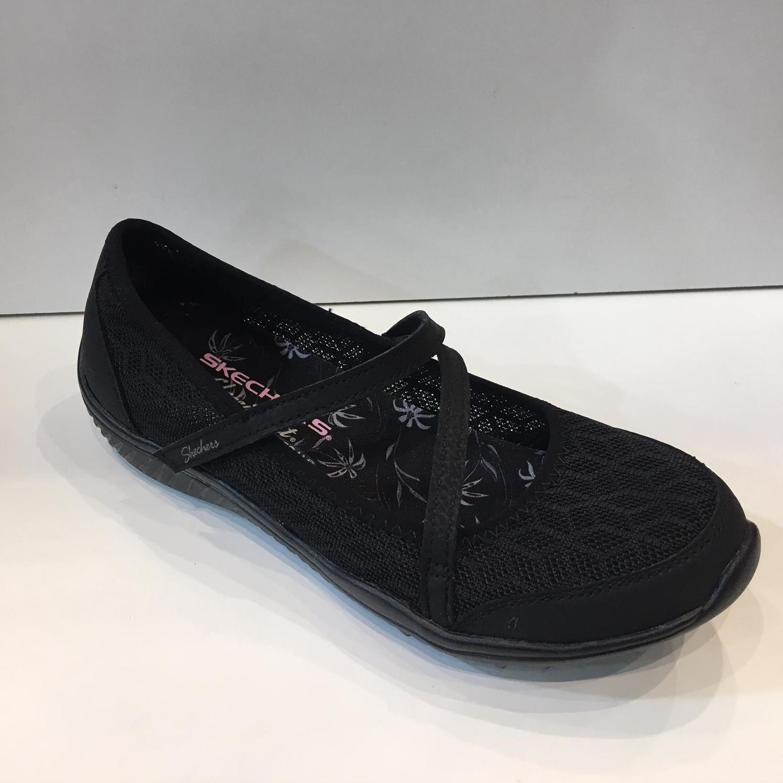 Mercediatas de dona de la marca Skechers, reixada amb puntera i taló reforçats, amb plantilla Air-Cooled Memory Foam i sola de resalite 59,95€