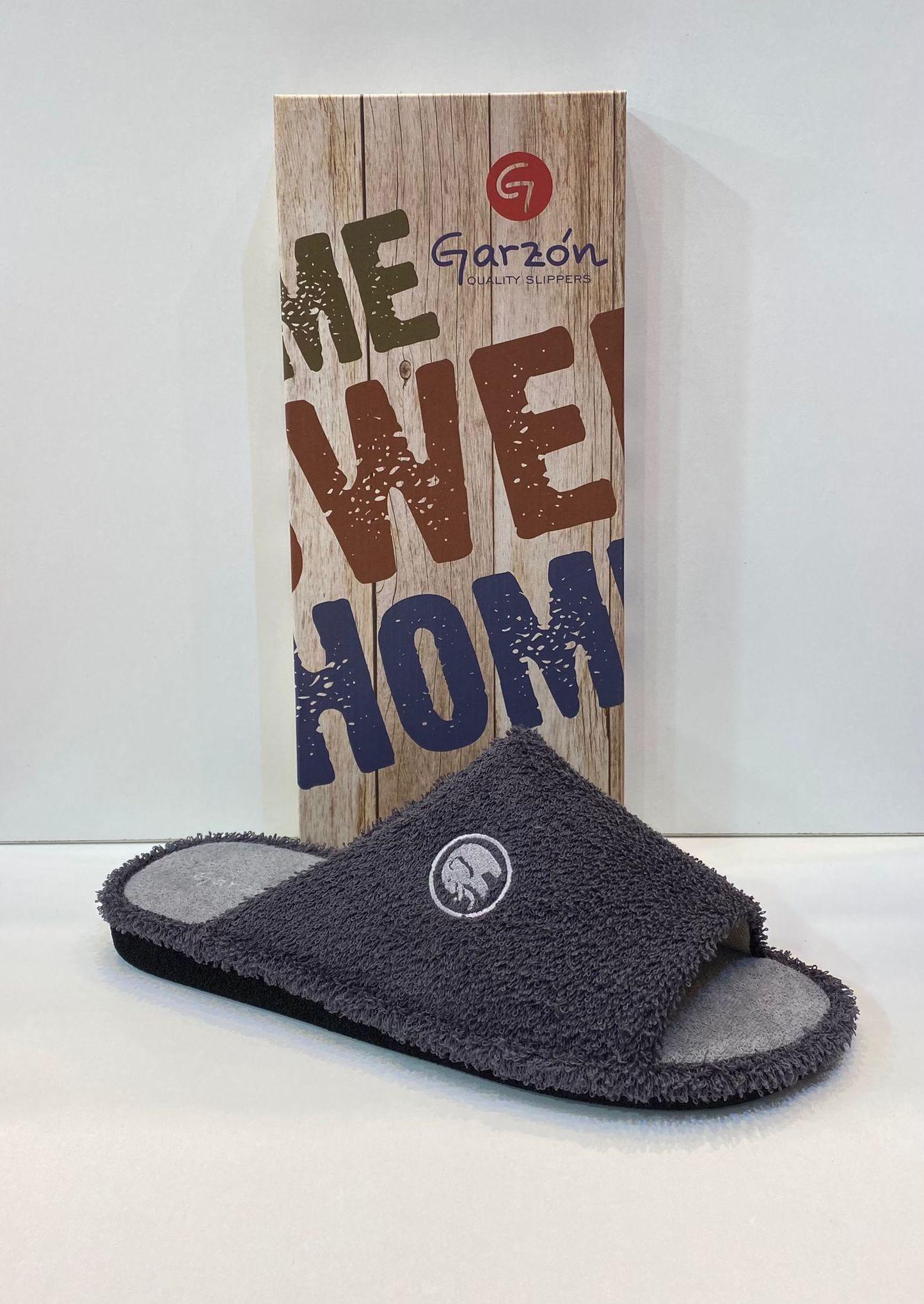 Espardenya d'home, de la marca Garzón, de fibra de bambú antialèrgica, sola de microporós especial parquet 26.50€ www.calzadosllinas.es