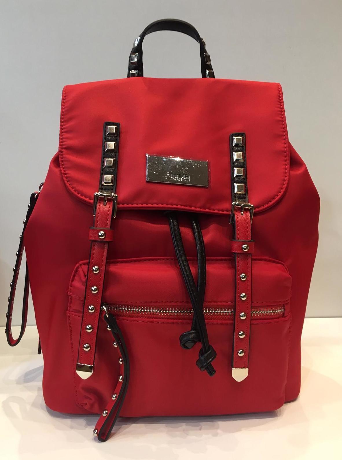 mochila roja marca Binnari