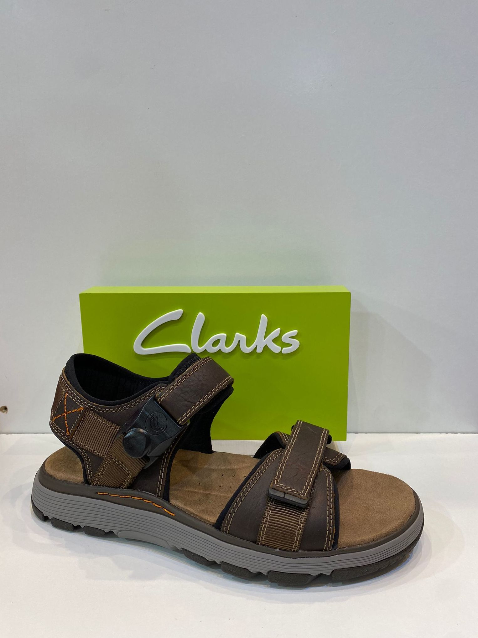 Sandàlia d'home, de la marca Clarks, ample especial, adaptable a totes les amplades, tanca ràpida amb imant, plantilla de viscoelàstica, sola de politilè amb càmera d'aire 99.95€