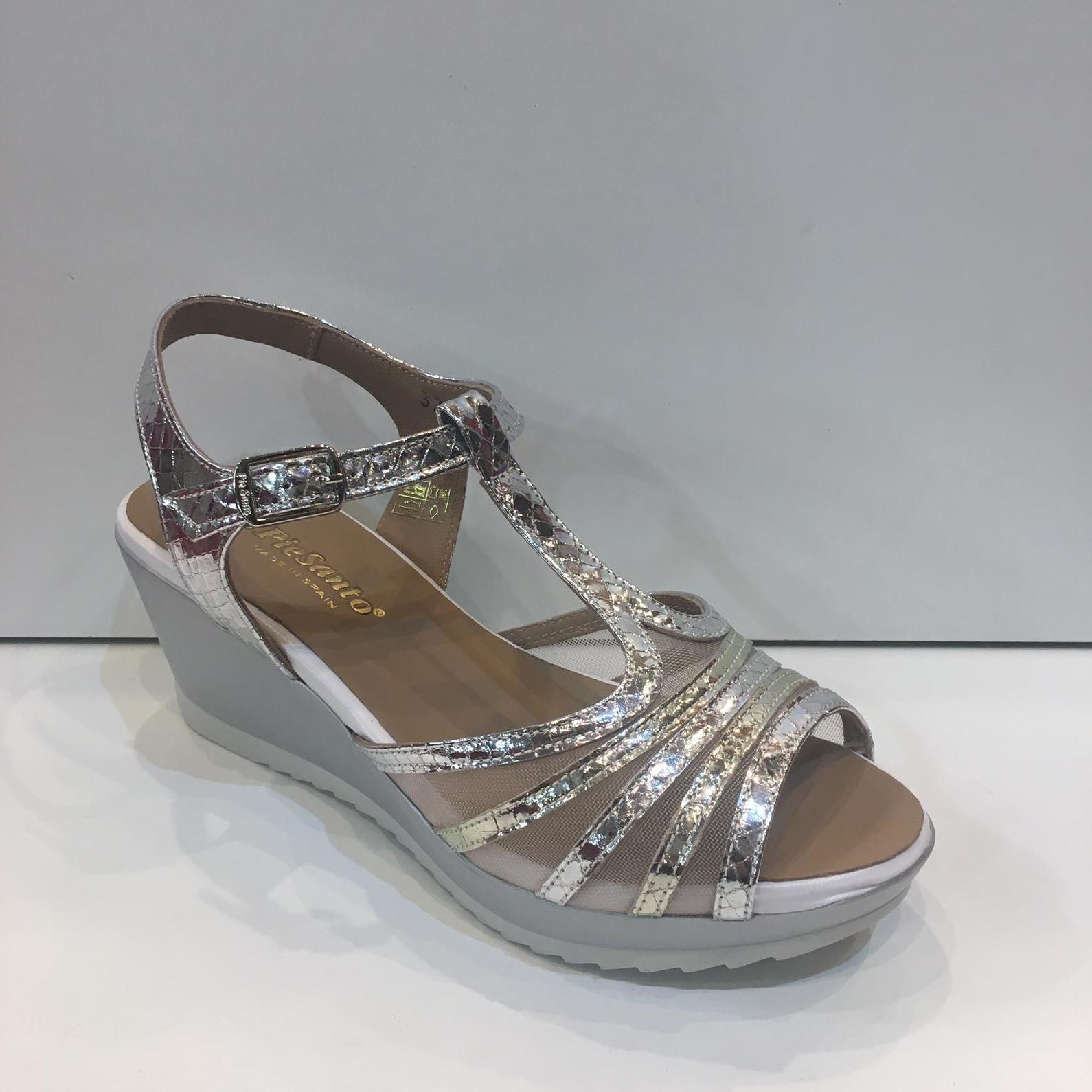 Sandàlia de dona, de la marca Pie Santo, ample especial, plantilla de viscoelàstica i plataforma de 7 centímetres 99.95€