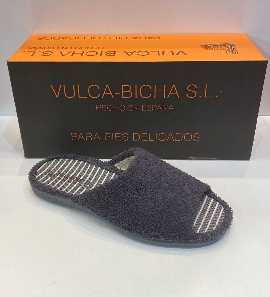 Espardenya d'home, de la marca Vulca-Bicha, amb sola de goma antilliscant 20€ www.calzadosllinas.es