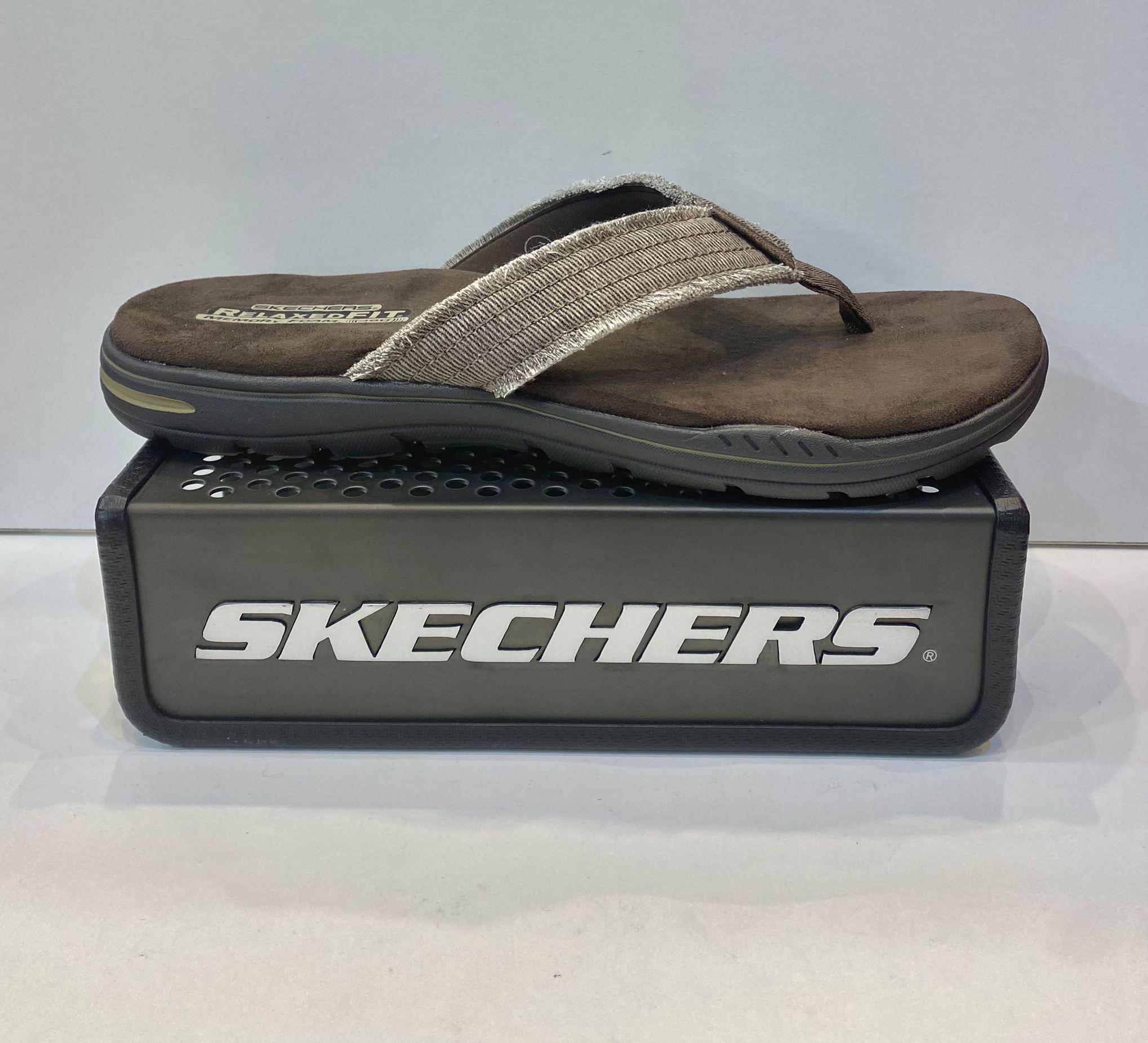 Esclava d'home, de la marca Skechers, amb plantilla Relaxed Fit Memory Foam, sola de resalite combinada amb goma antilliscant 49.95€ www.calzadosllinas.es
