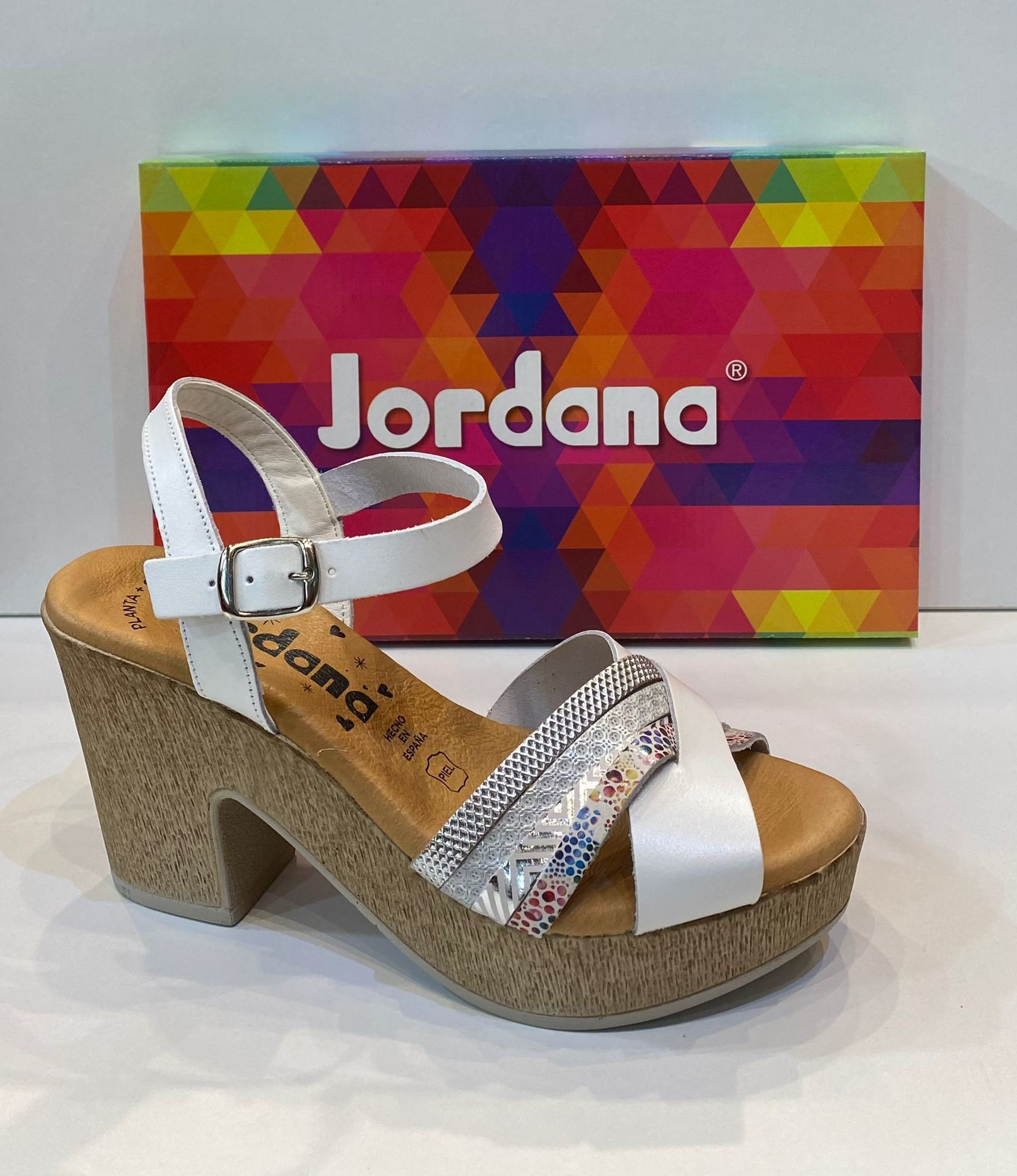 Sandàlia de dona, de la marca Jordana, de pell, plantilla de gel de silicona, sola de politilè antilliscant 39.90€