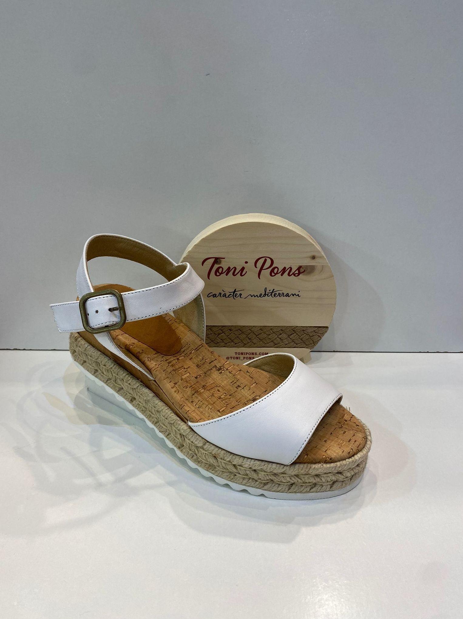 Sandàlia de dona, de la marca Toni Pons, ample especial, plantilla anatòmica de suro , plataforma combinada amb fusta i espart 79.95€ www.calzadosllinas.es