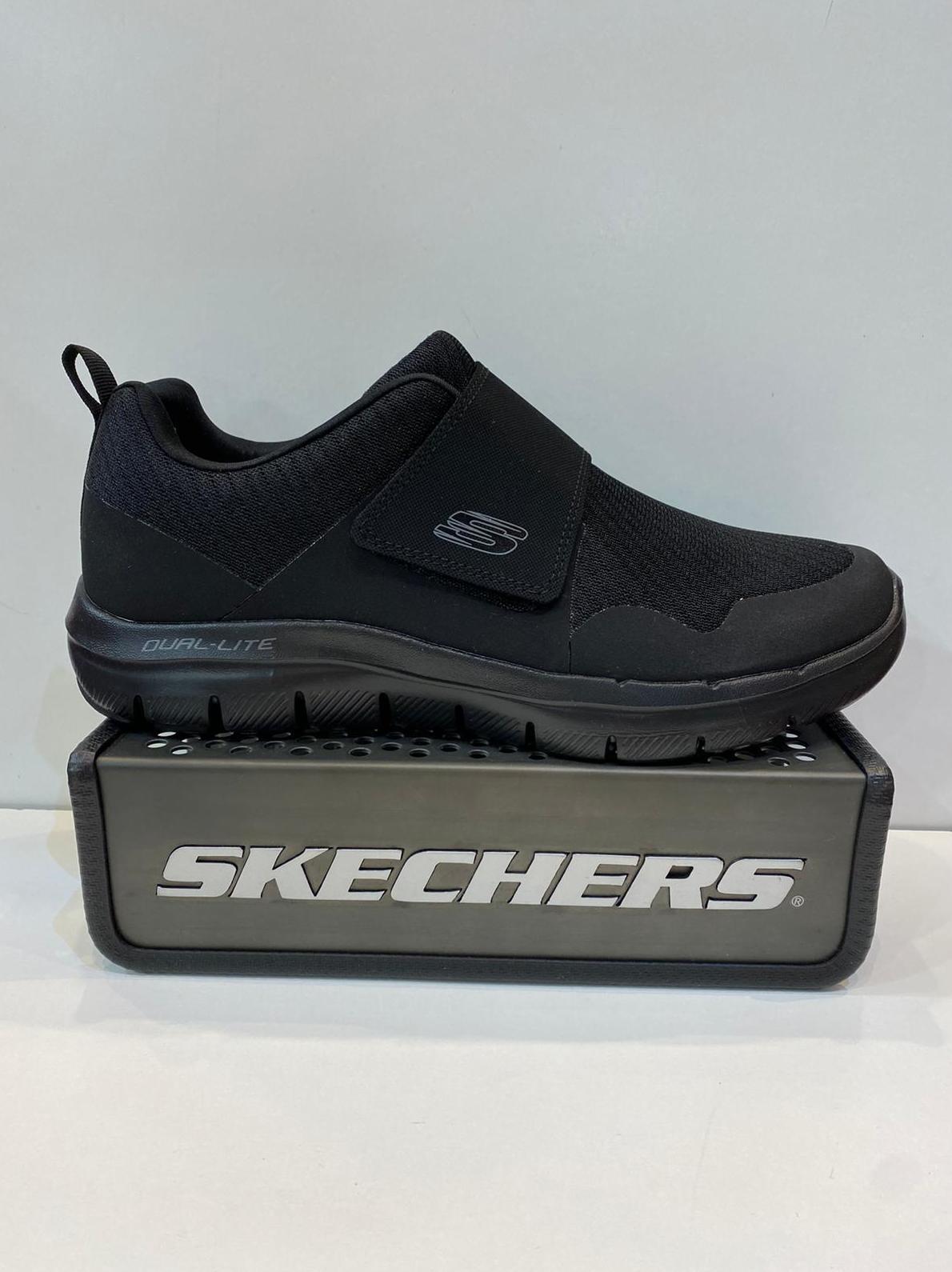 Sabata esportiva d'home, de la marca Skechers, cordades amb velcro, plantilla Memory Foam Air-Colled, sola de resalite 69.95€