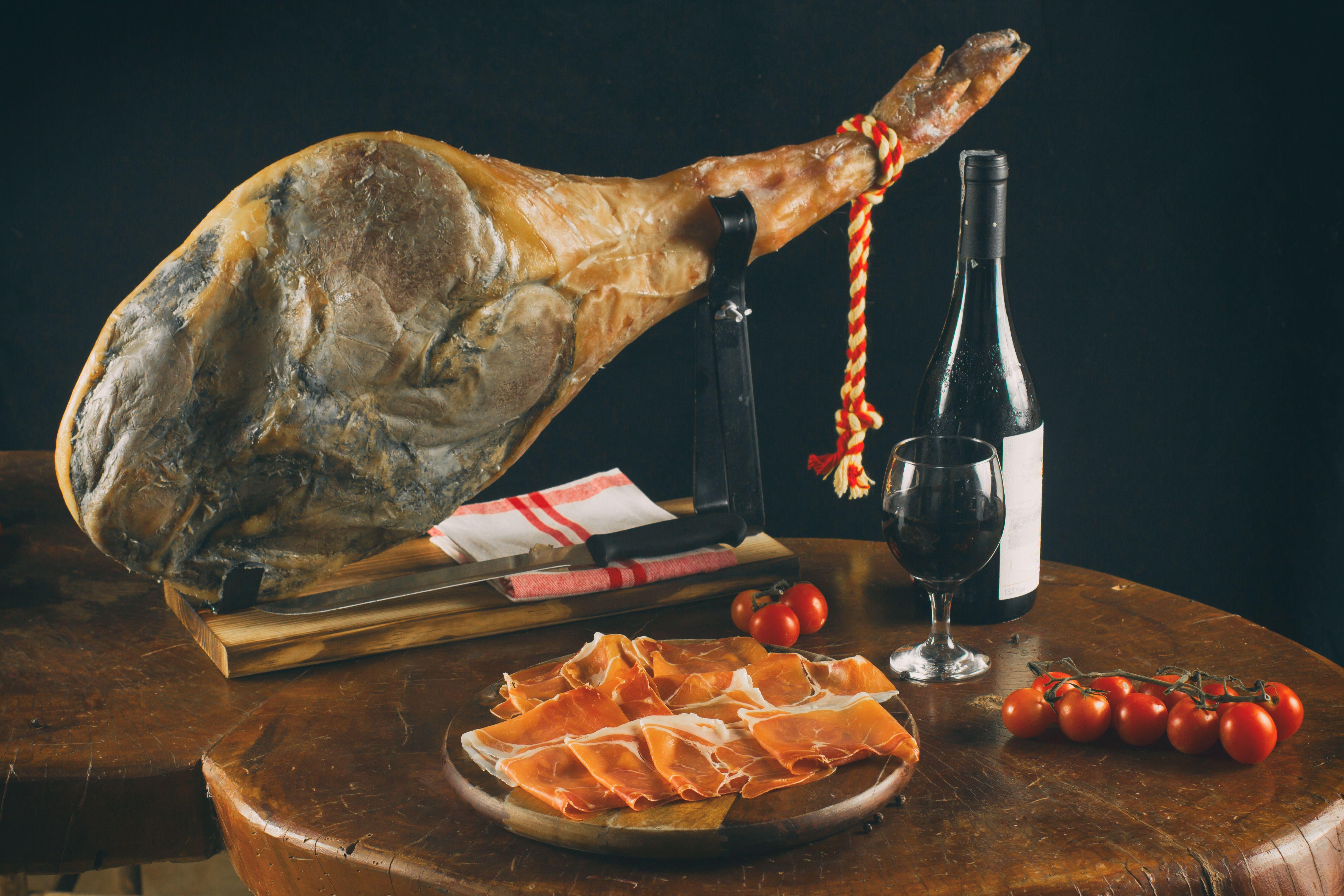 Jamón y paletilla ibérica: Productos de Lucas Gourmet