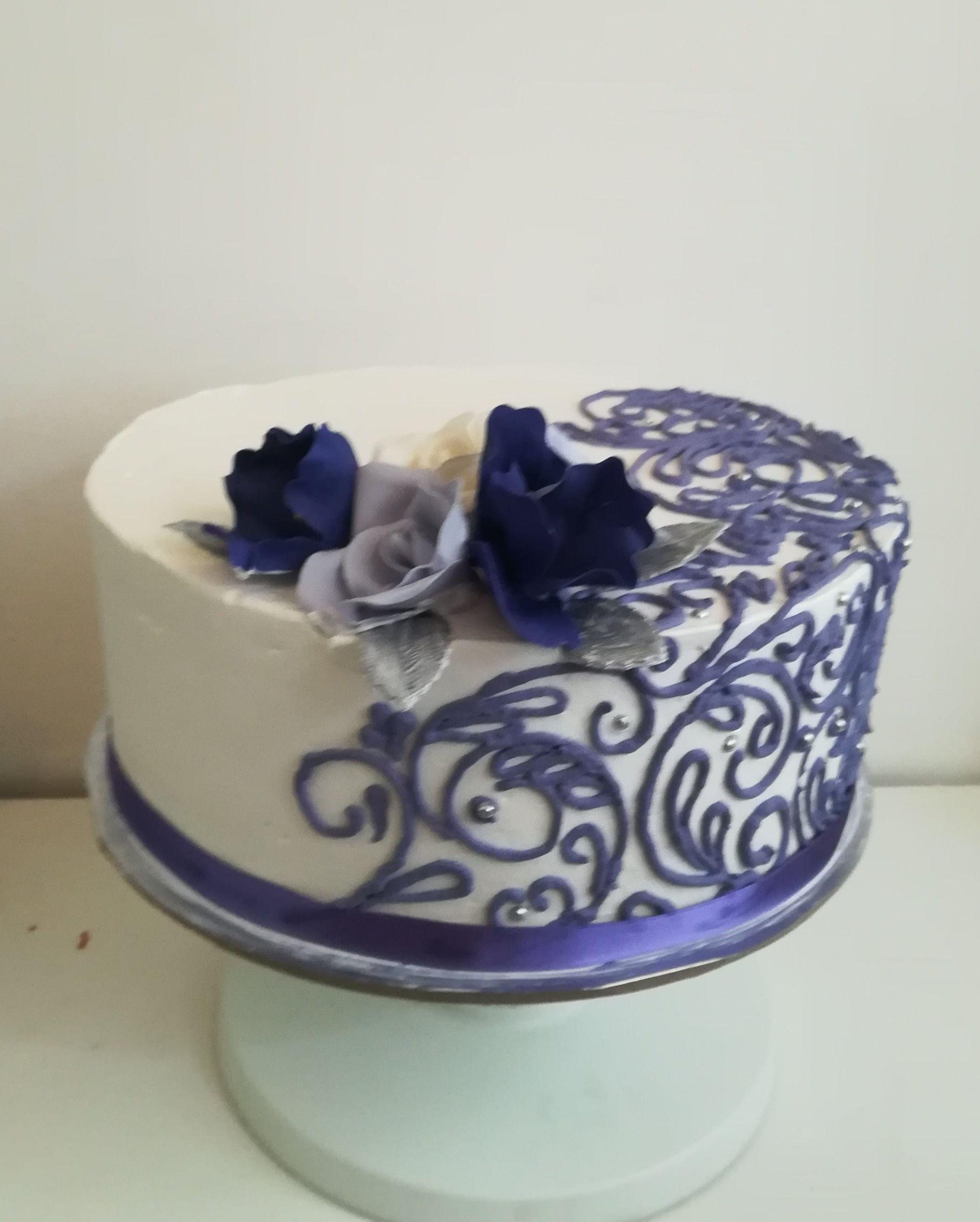 tarta individual para boda. Morado y blanco