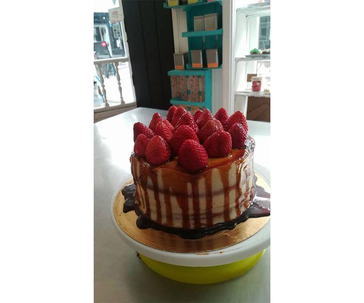 Drip cake de fresas