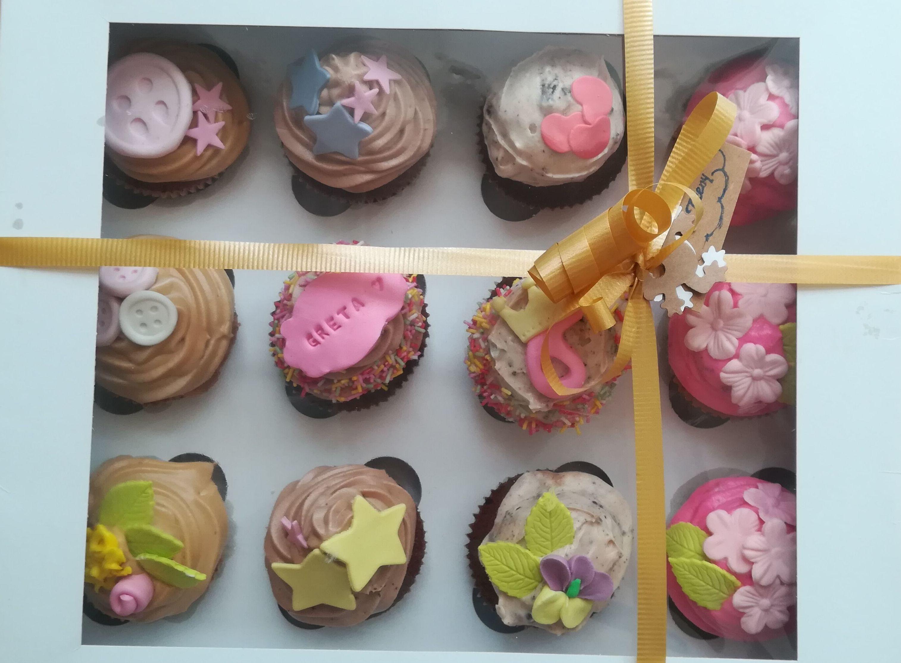 ¿qué mejor regalo que una caja llena de cupcake?