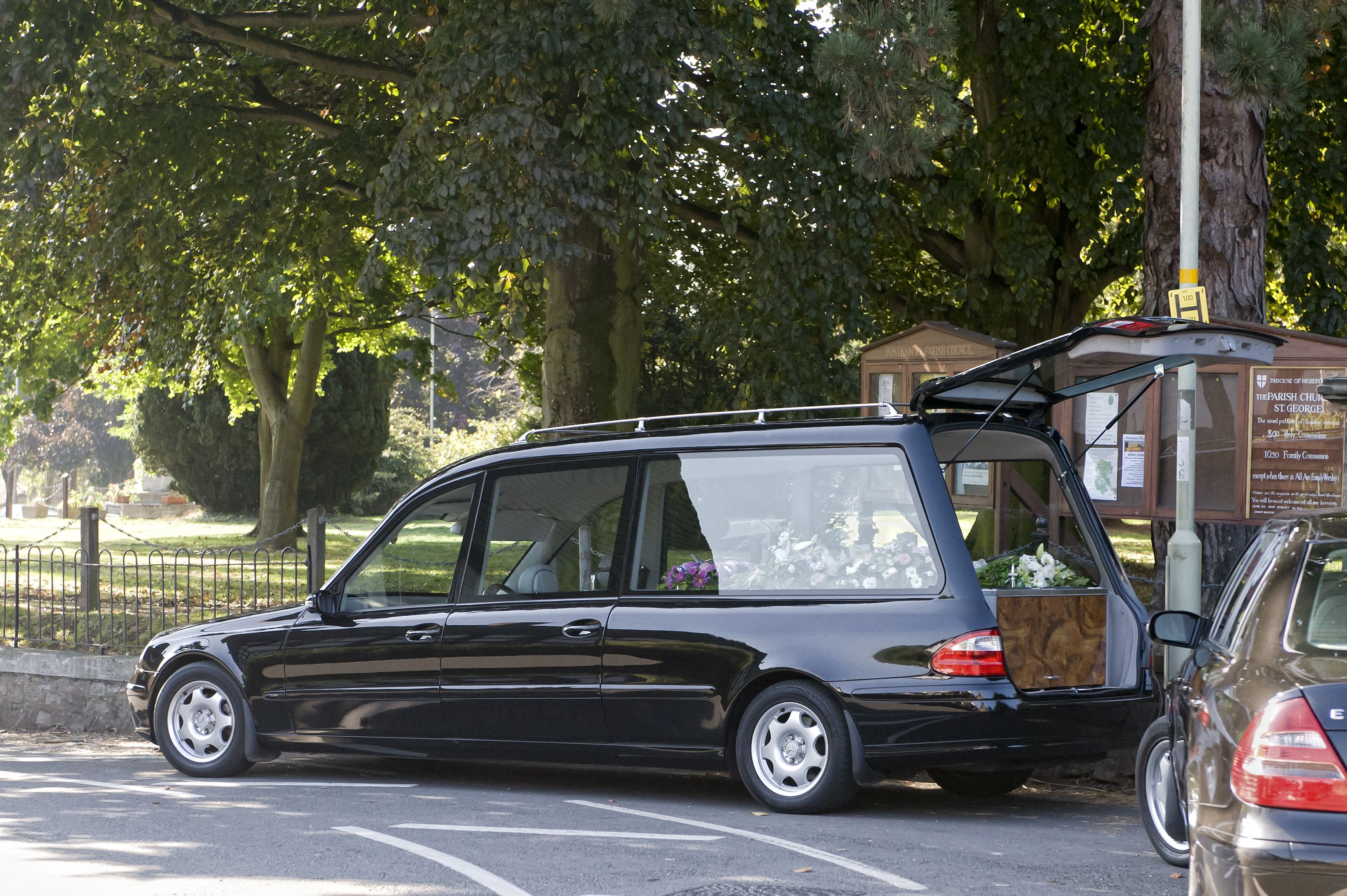 Gestión de servicios protocolarios y jurídicos funerario en Albacete
