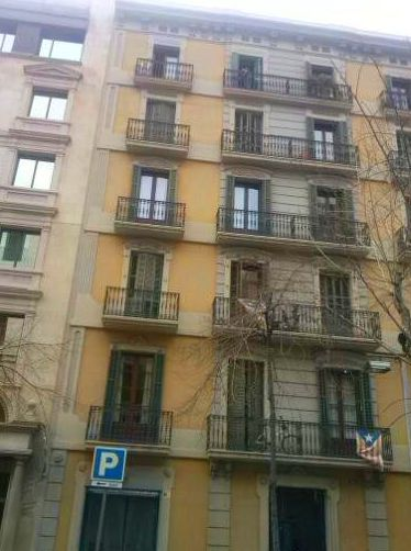Mallorquinas de aluminio, lama móvil en el eixample de Barcelona