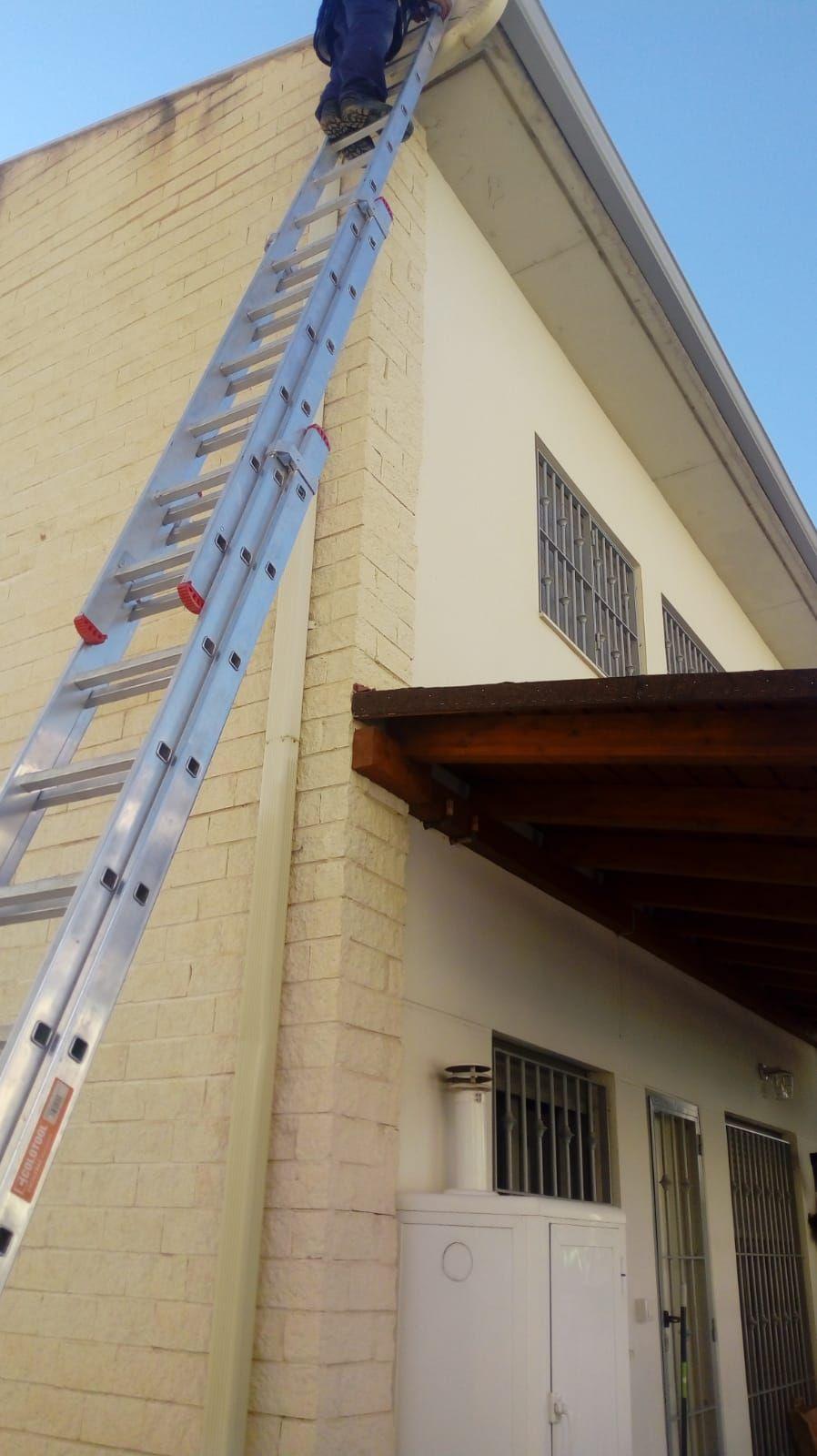 Foto 310 de Instalación de canalones de aluminio en  | Vicente Canalones