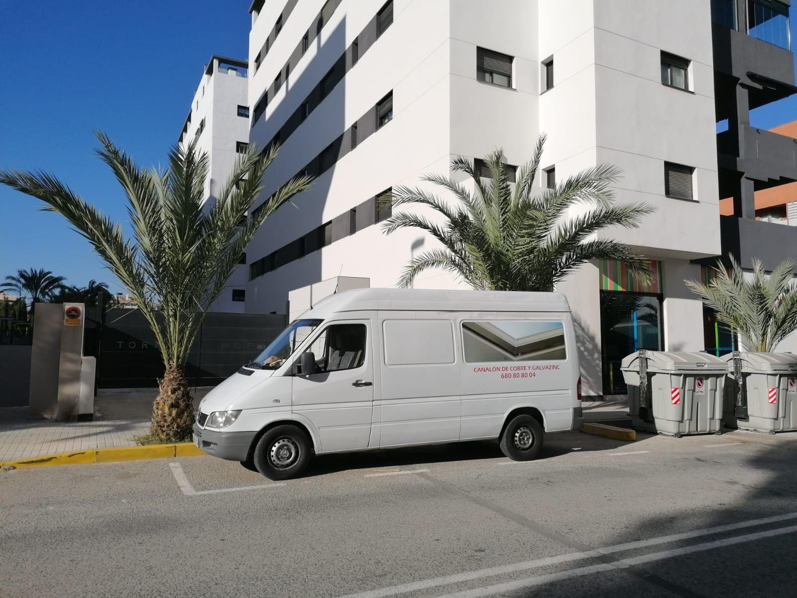 Foto 216 de Instalación de canalones de aluminio en  | Vicente Canalones