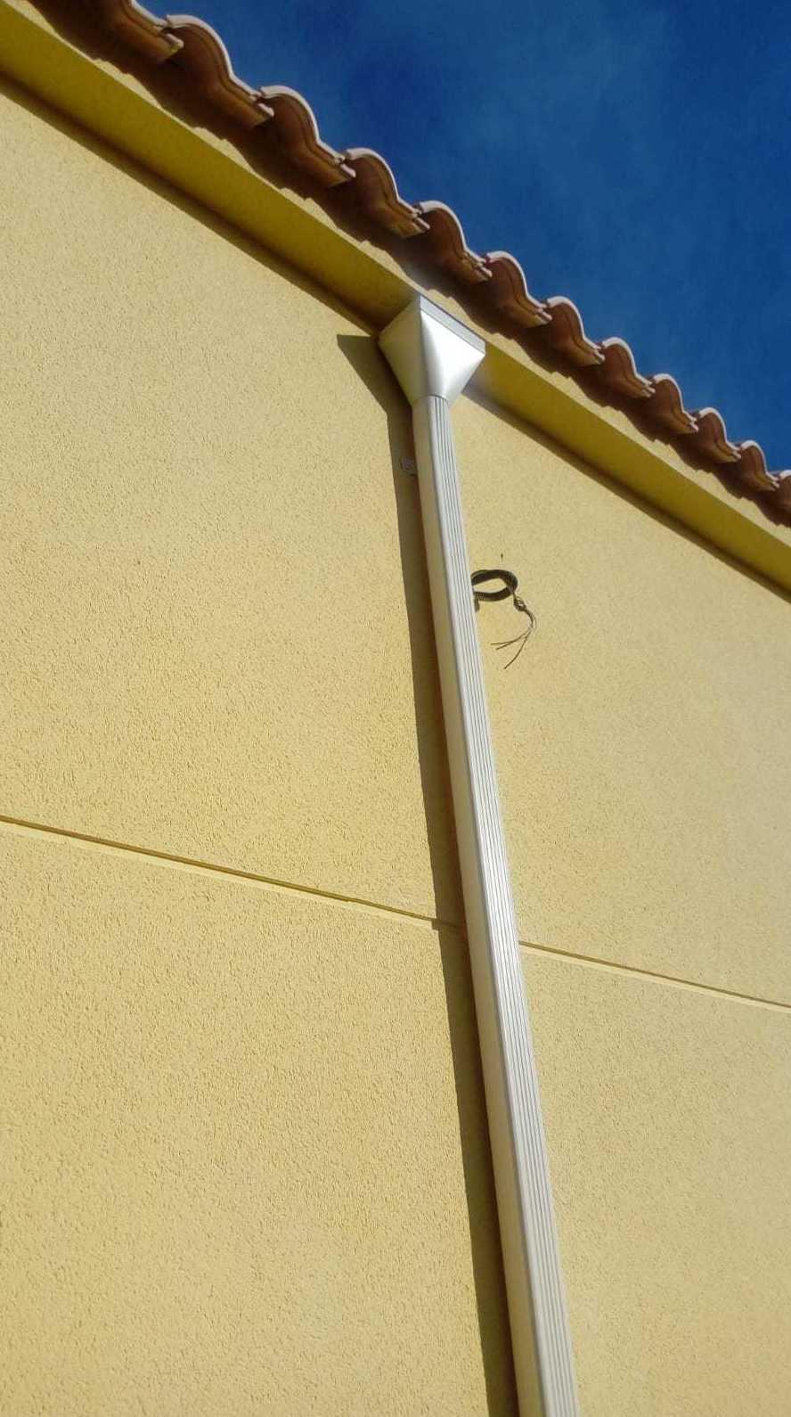 Foto 68 de Instalación de canalones de aluminio en  | Vicente Canalones