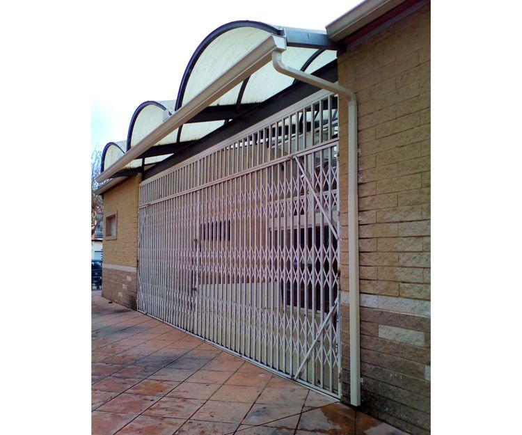 Canalones de aluminio para locales comerciales en Elche, Alicante
